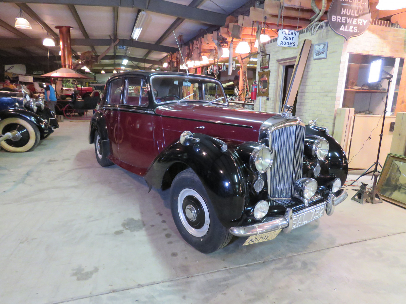 1955 Bentley R Type 4dr Sedan - Image 3