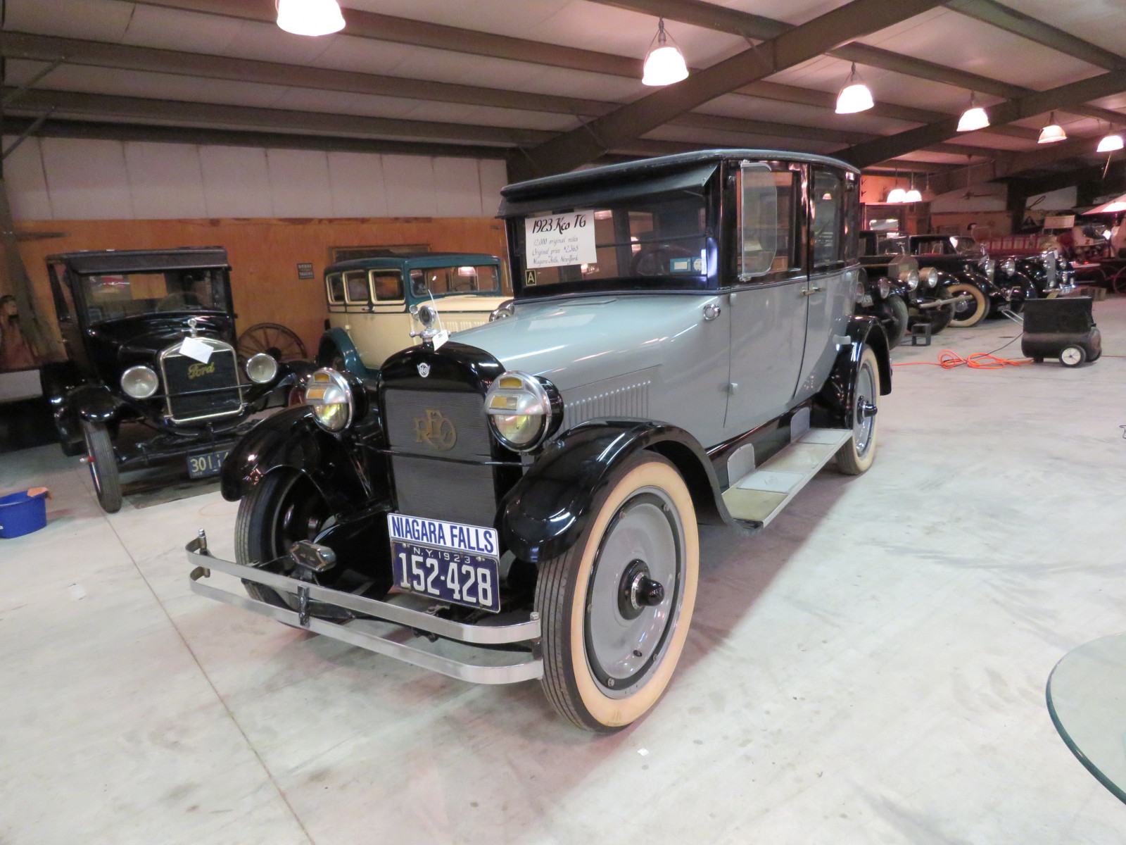 1923 REO Model T6 4dr Sedan - Image 1