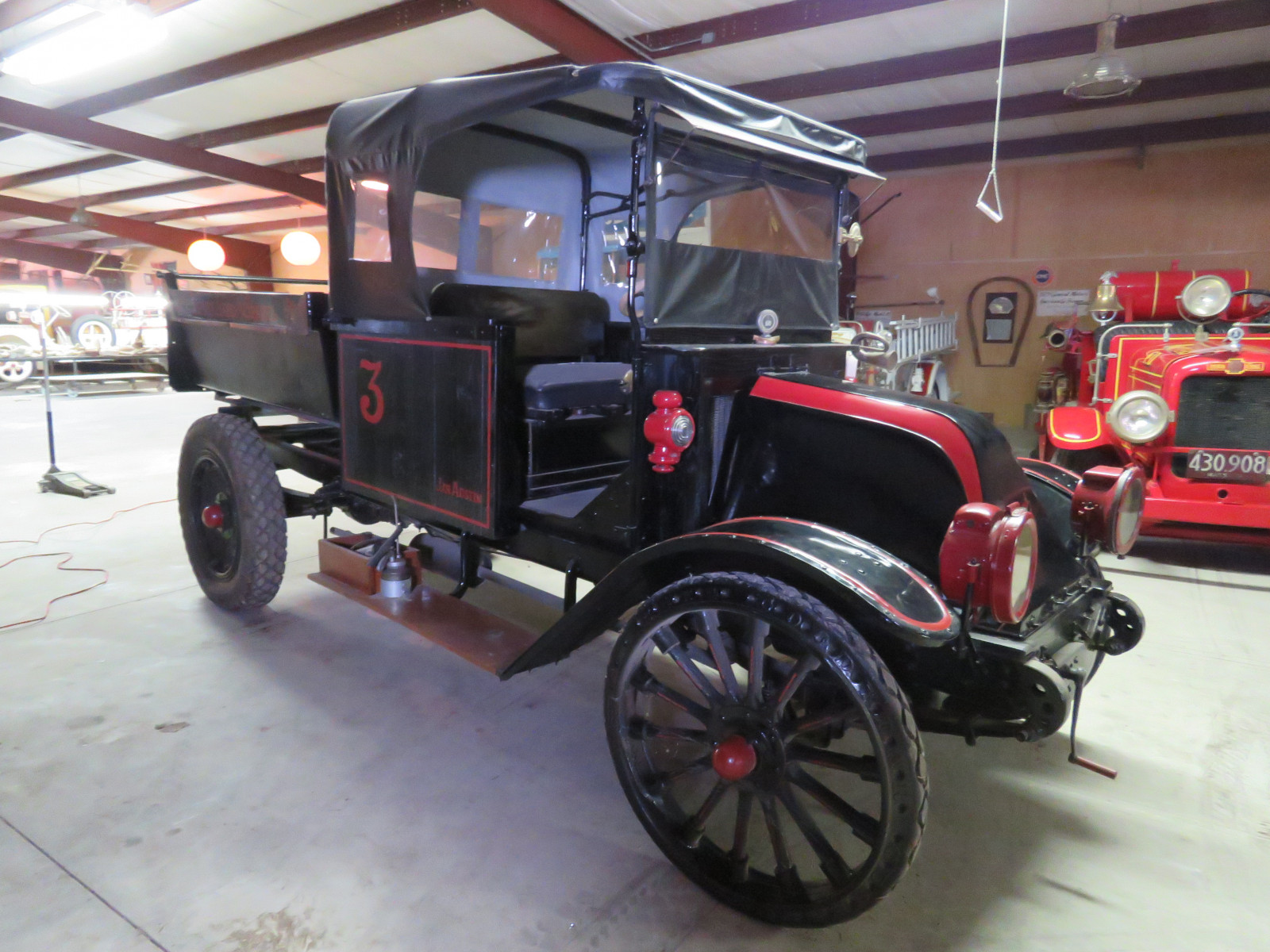 RARE 1918 International Dump Truck - Image 9