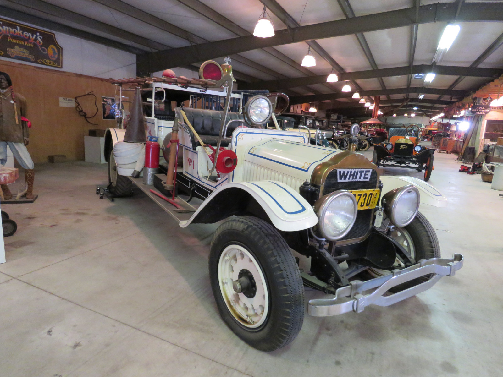 1915 White Fire Truck 33571 - Image 3