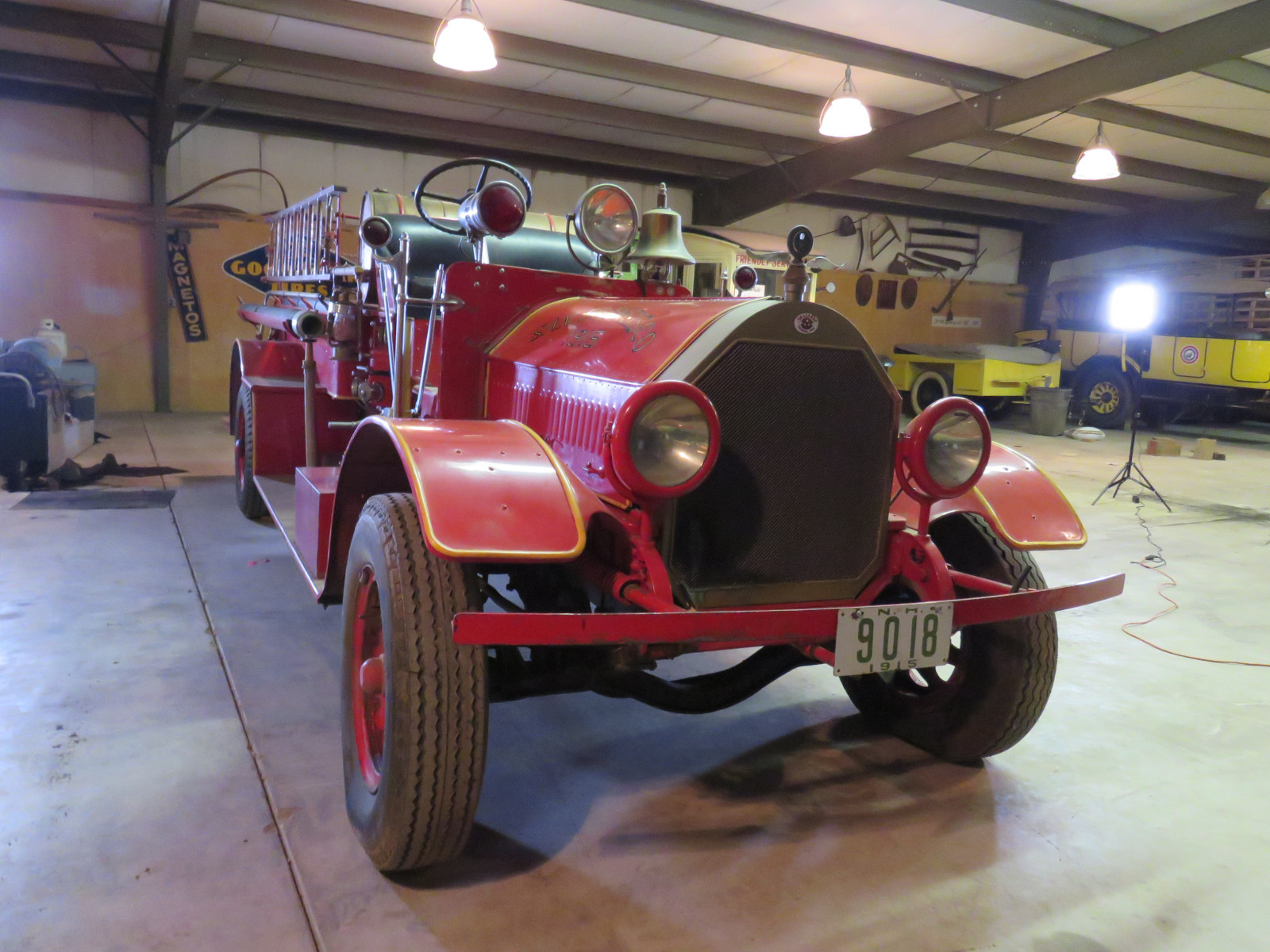 1915 Seagraves Fire Truck - Image 1