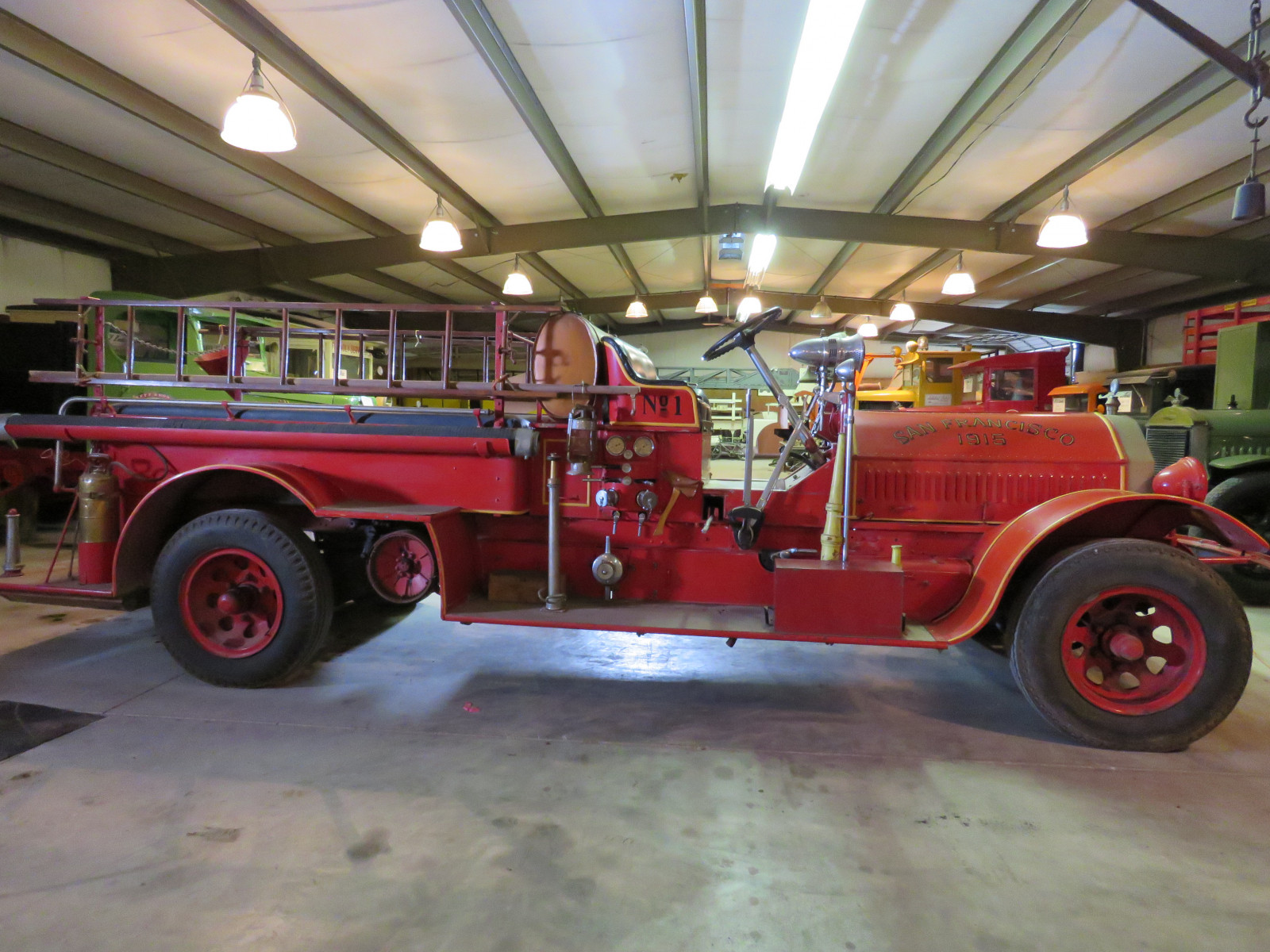 1915 Seagraves Fire Truck - Image 3