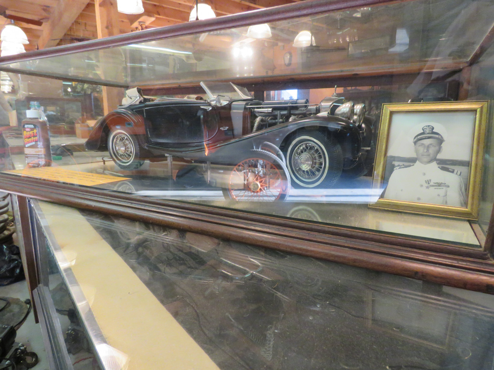 Mercedes Benz Cabriolet Model 540 Model in glass case - Image 1