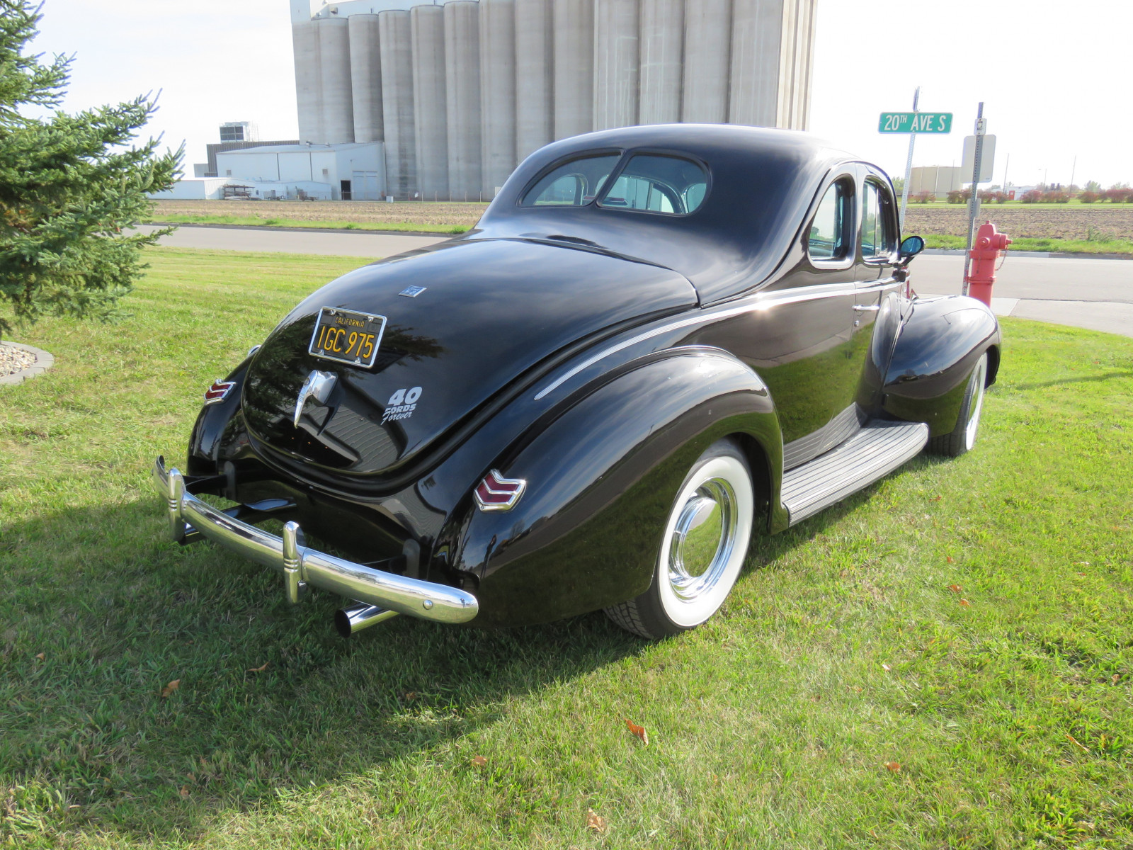 Beautiful 1940 Ford Coupe - Image 5