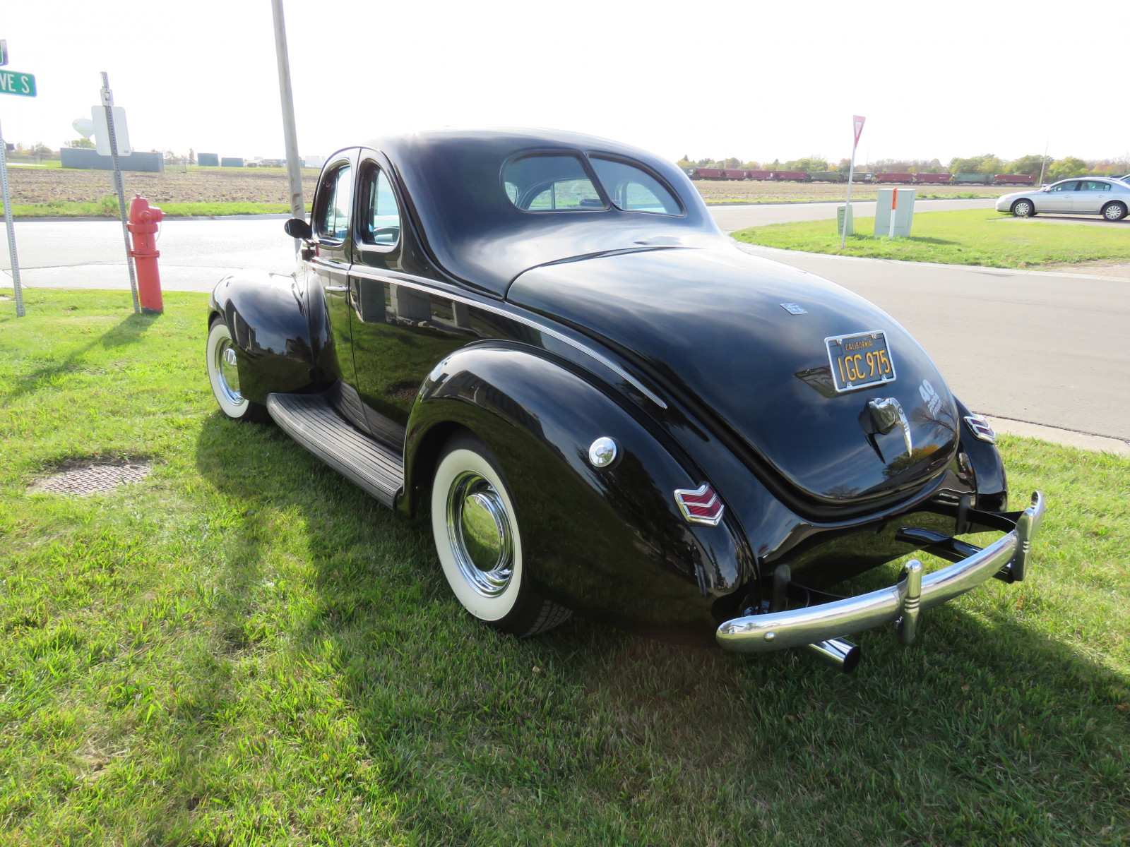 Beautiful 1940 Ford Coupe - Image 6