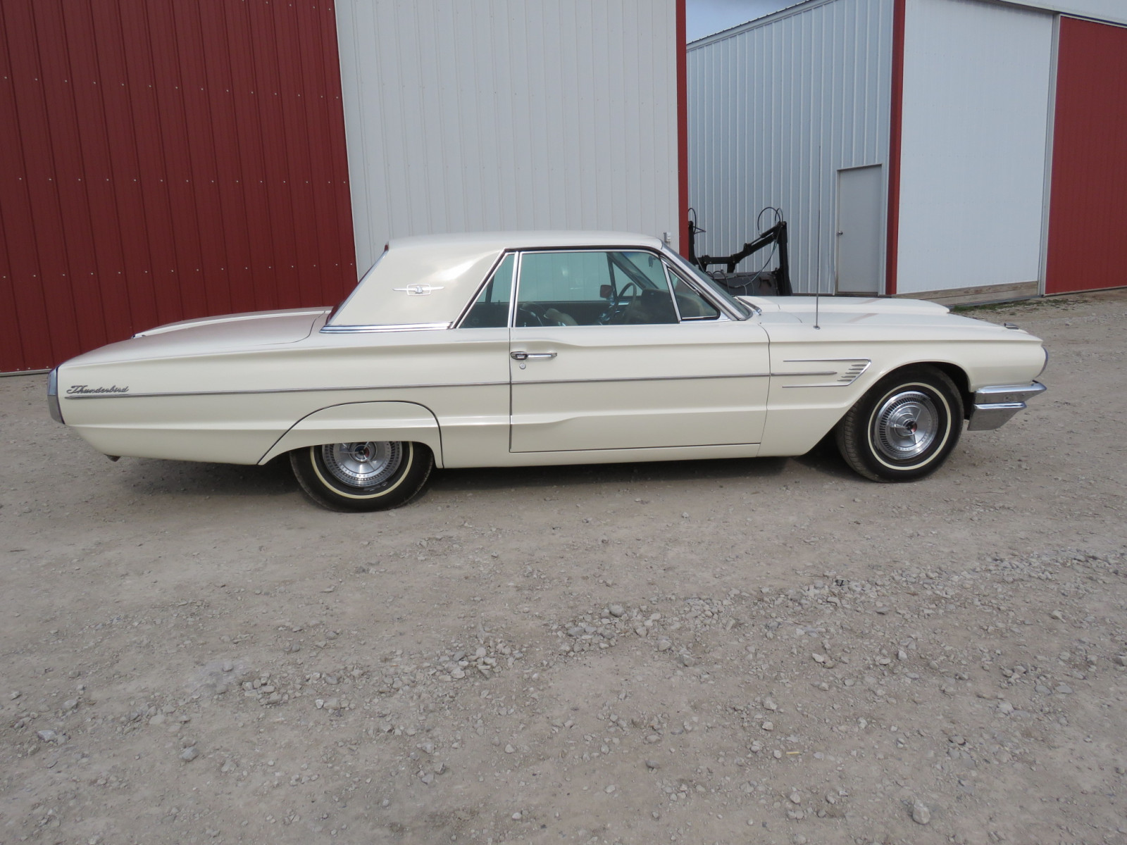 1965 Ford Thunderbird Coupe - Image 9