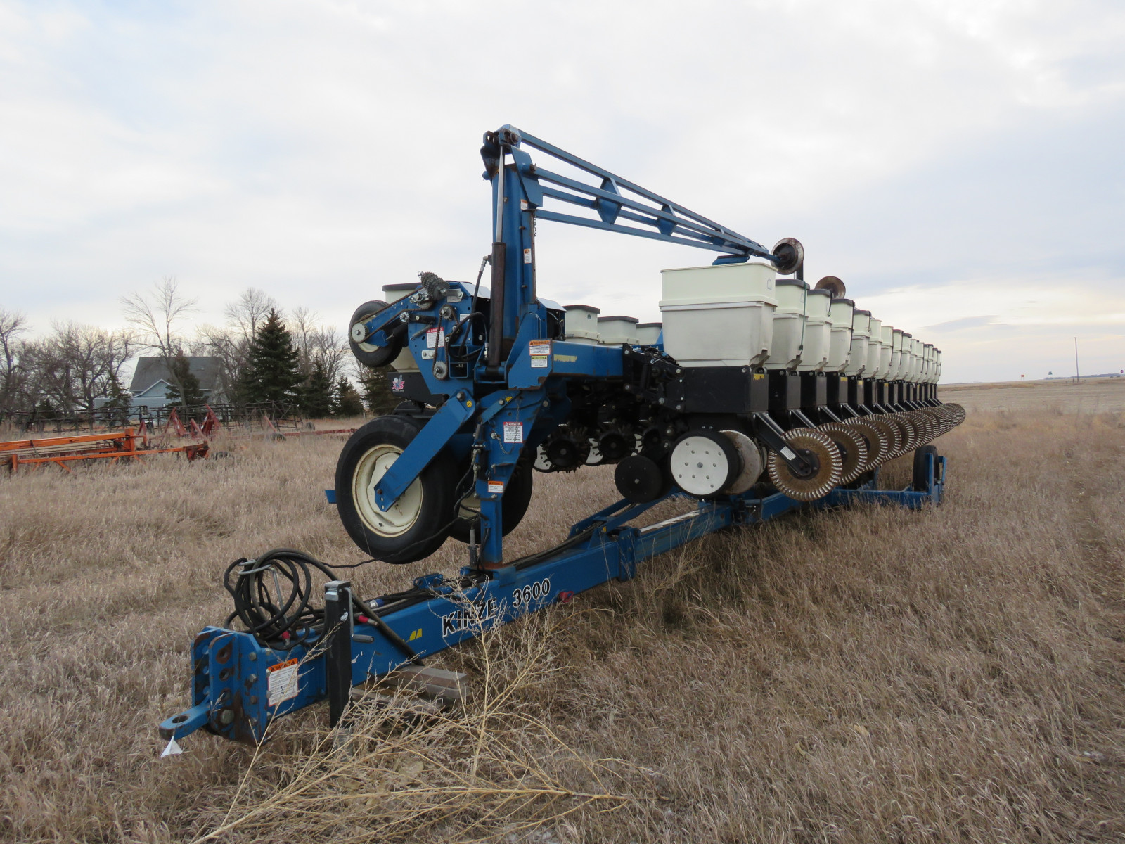 2004 Kinze 3600 16 Row Planter - Image 2