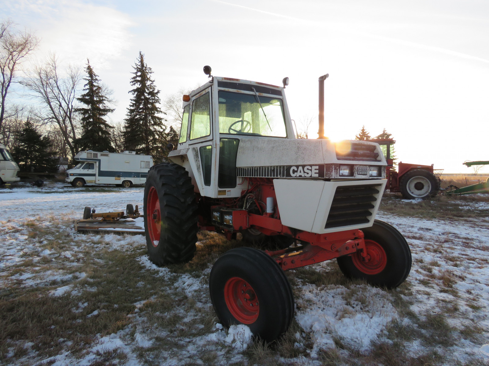 Case 2090 Tractor - Image 3