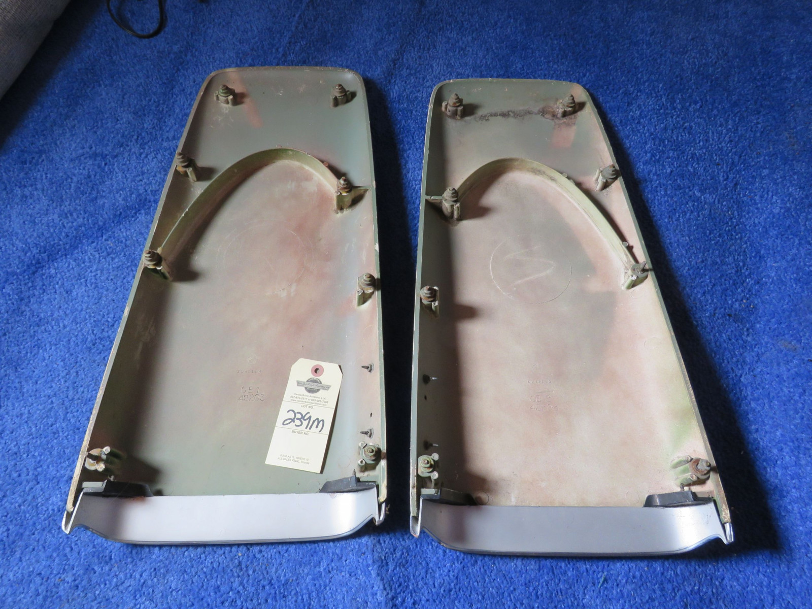 Original MOPAR 1969-72 A/B Body Twin Hood Scoops with 383 Emblems - Image 3