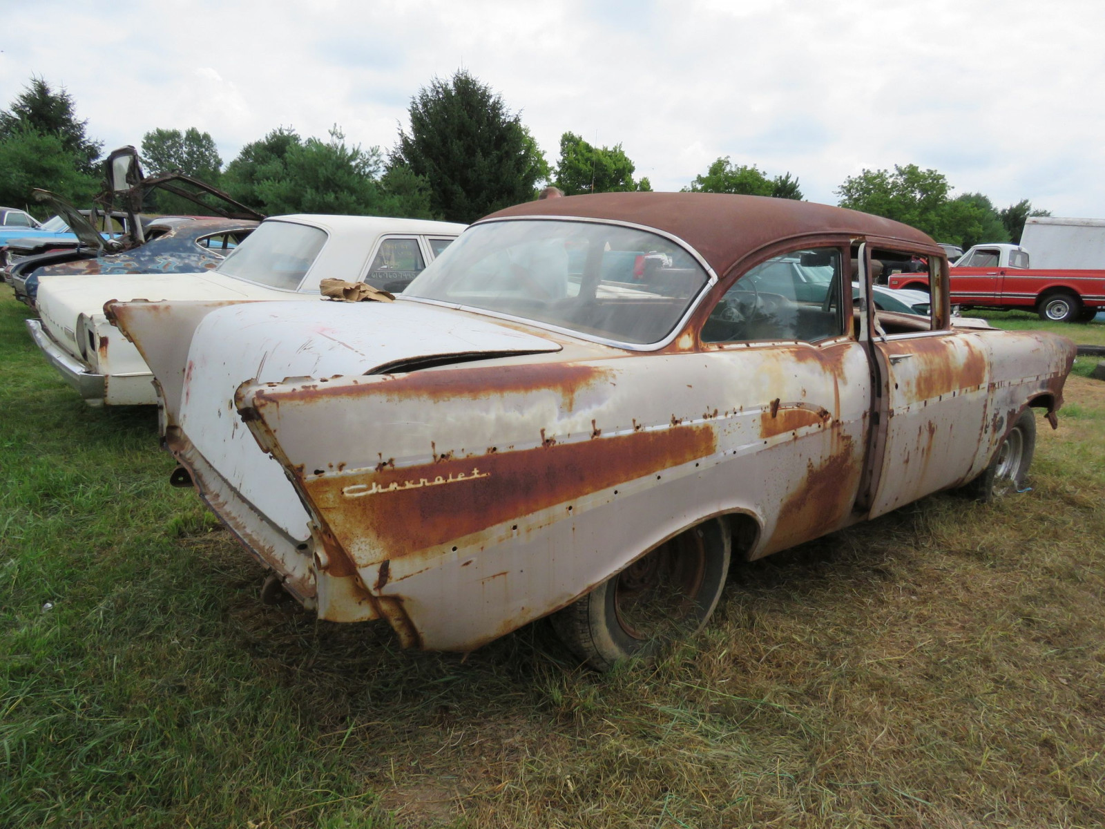 1957 2Dr Sedan Rolling Body for Rod or Restore - Image 4