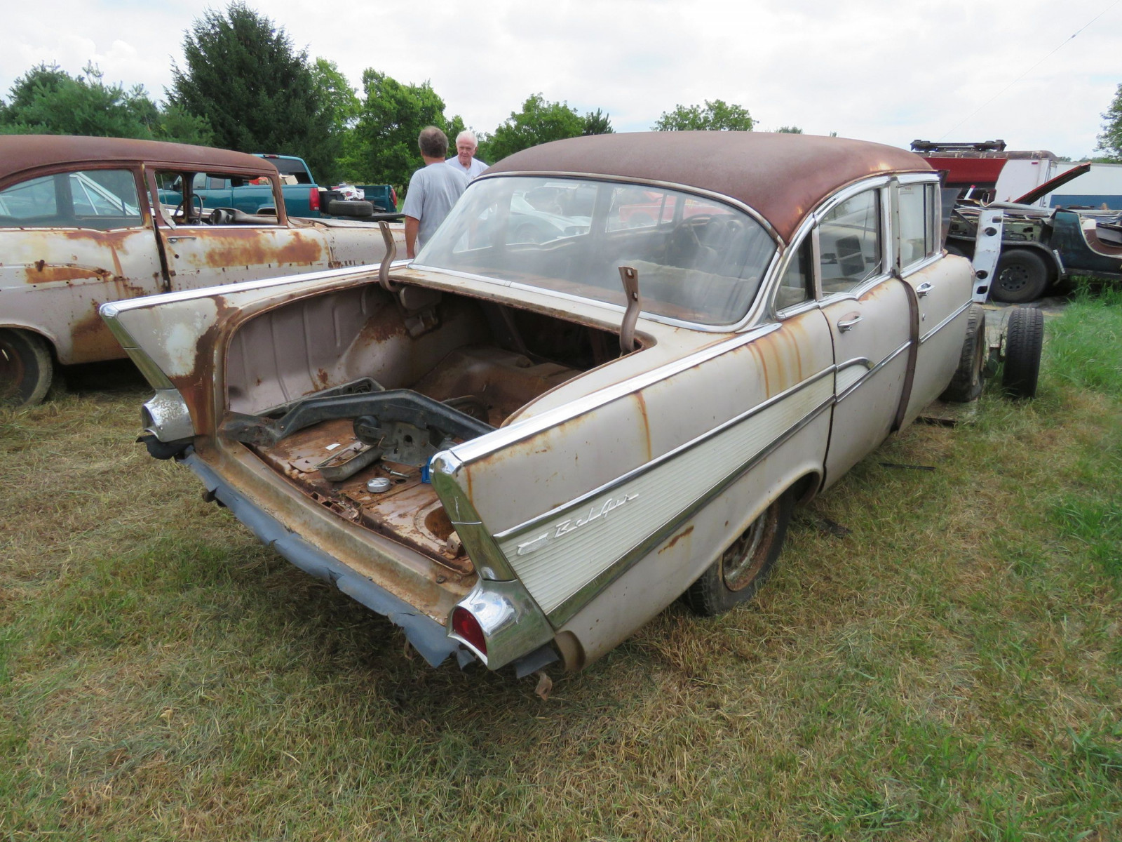 1957 Chevrolet 4dr Sedan for Rod or Restore - Image 4