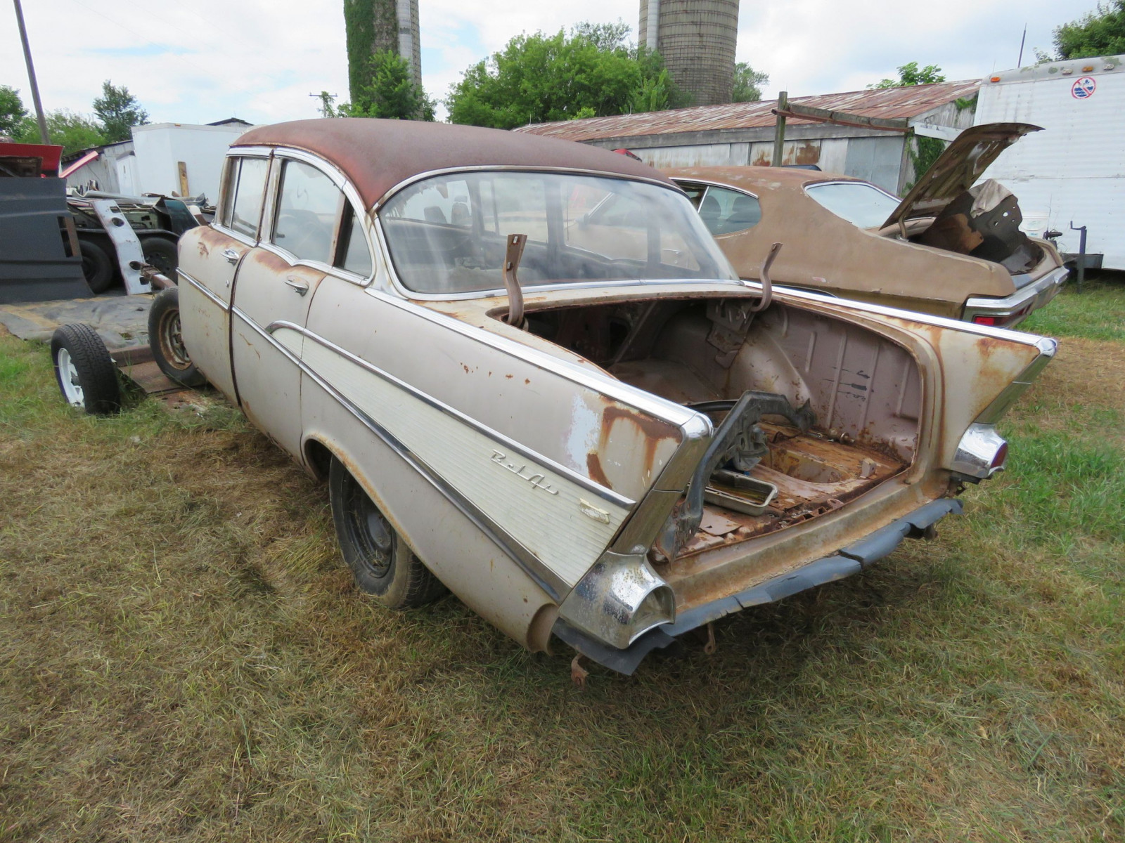 1957 Chevrolet 4dr Sedan for Rod or Restore - Image 6