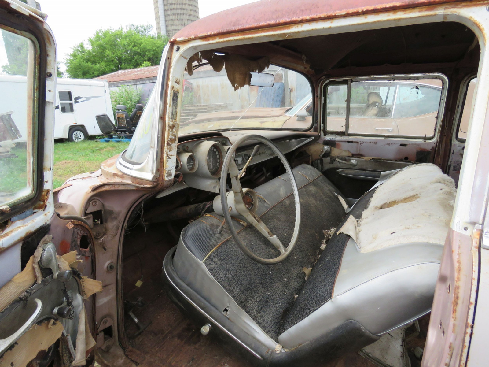 1957 Chevrolet 4dr Sedan for Rod or Restore - Image 7