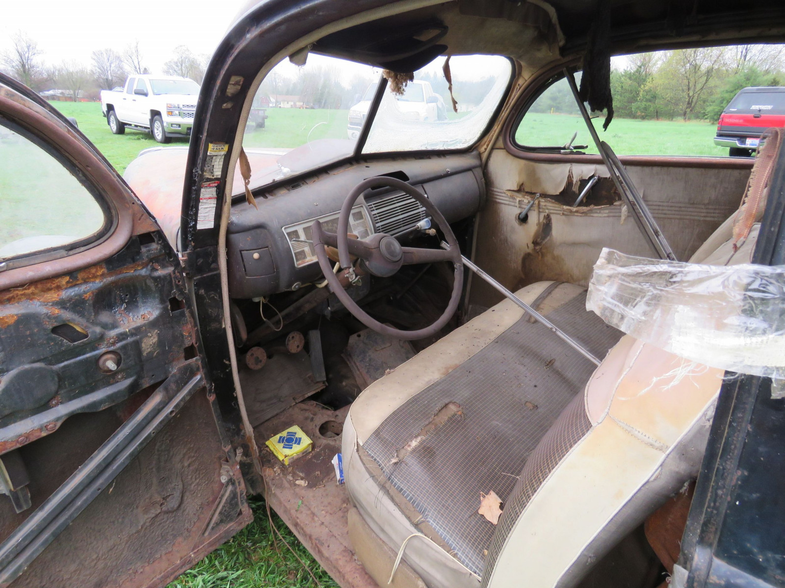 1940 Ford 2dr Sedan for Rod or Restore - Image 7