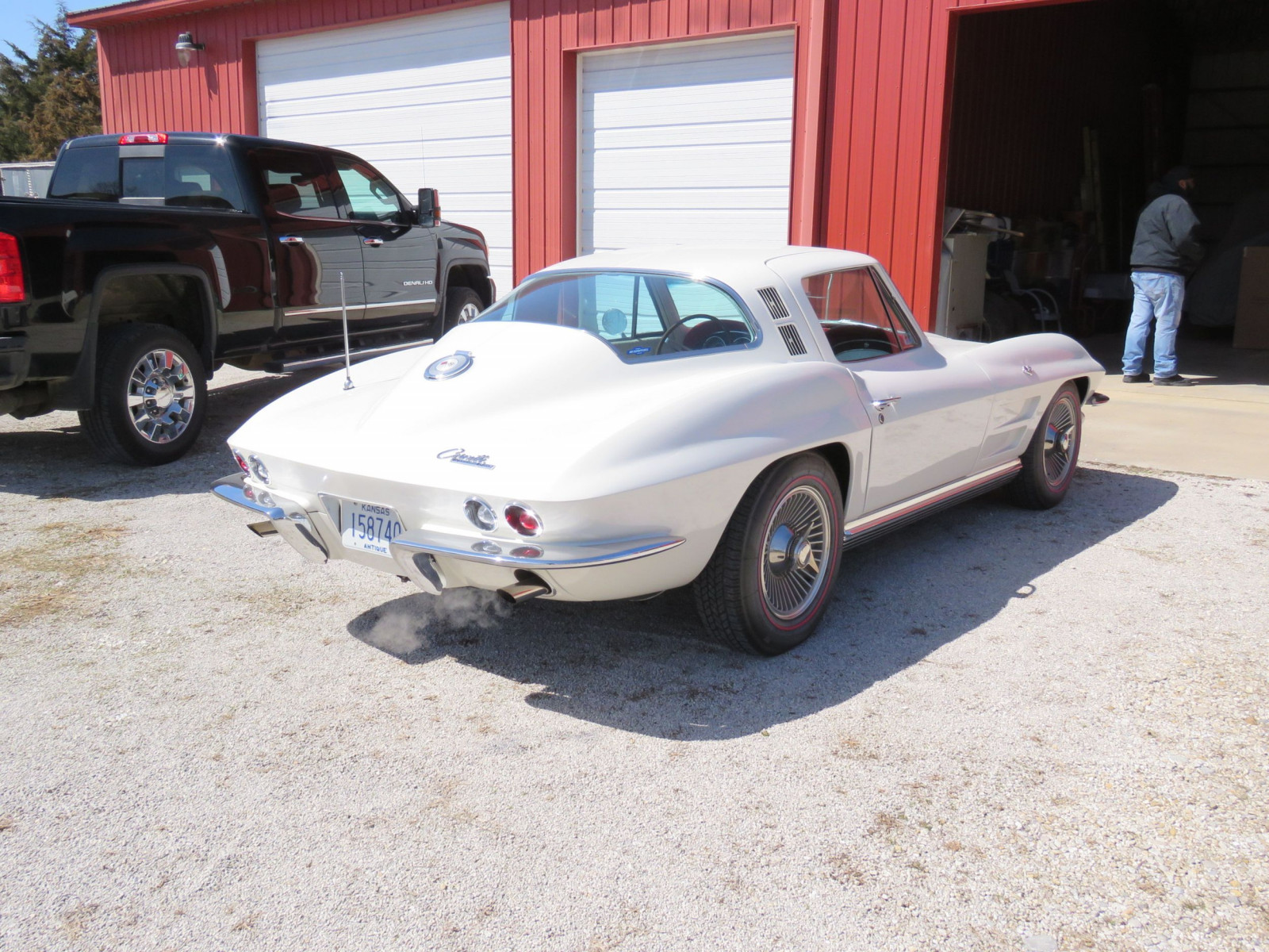 Beautiful 1964 Chevrolet Corvette Sting Ray Coupe - Image 5