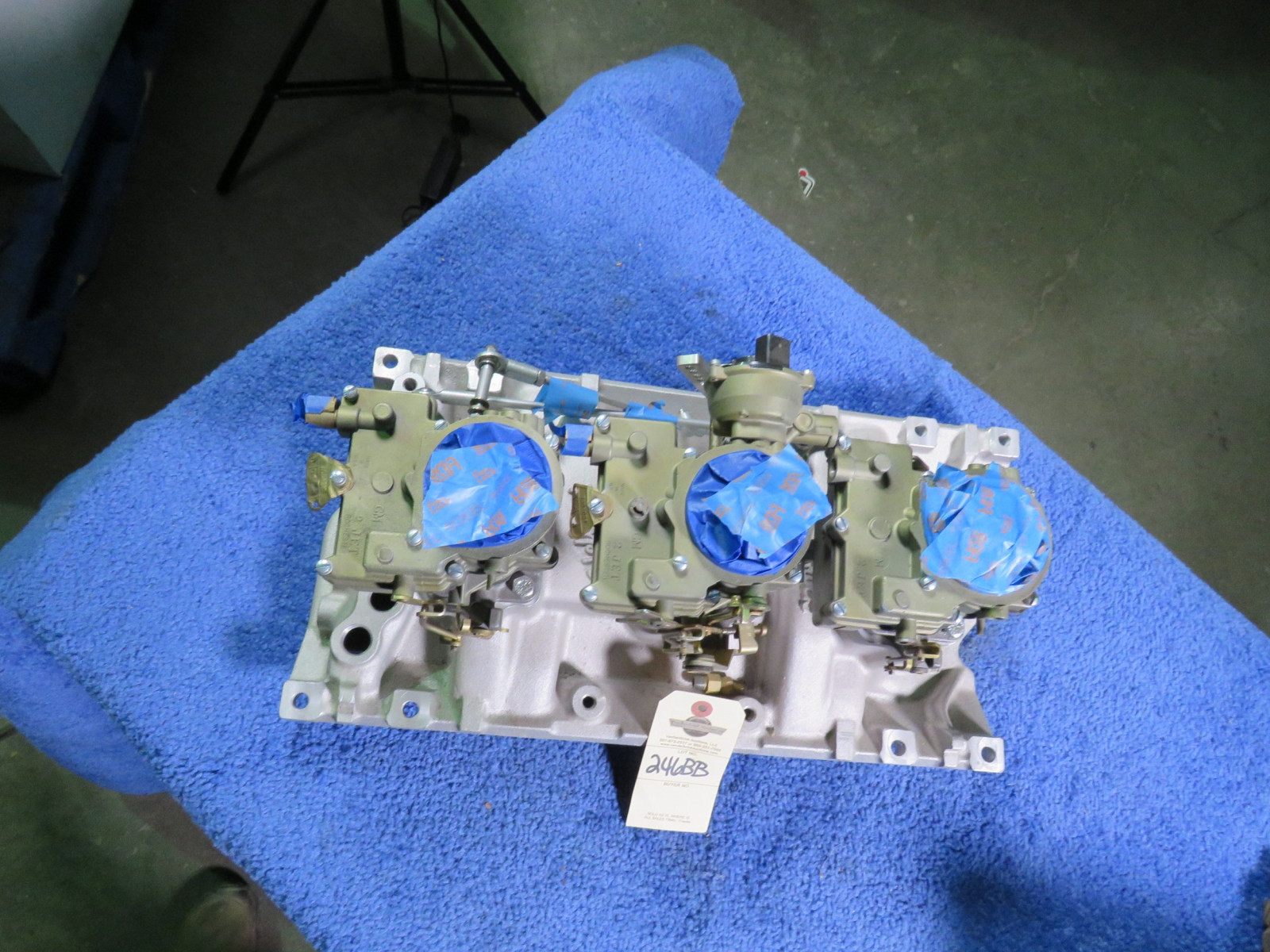 Tri-Power with Edelbrock Intake and Rochester Carbs - Image 6