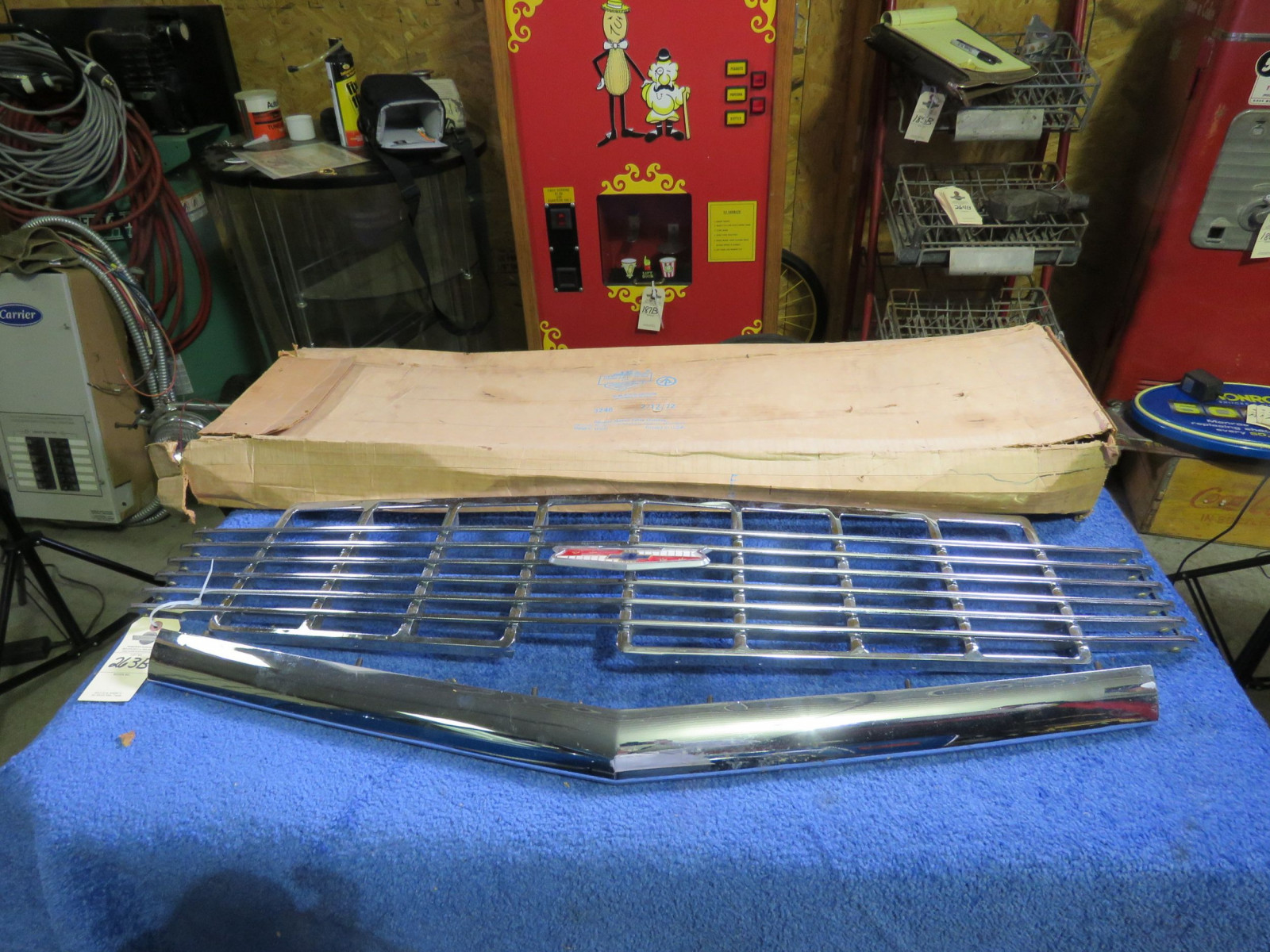 NOS 1956 Chevrolet Grill - Image 3