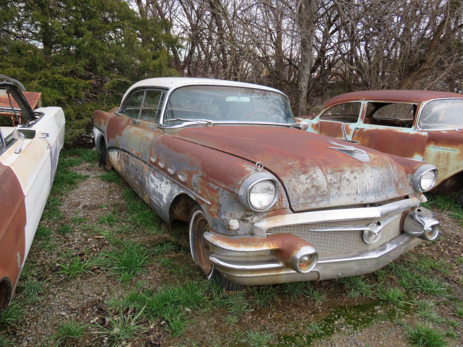 1956 Buick Roadmaster 4dr HT C1076048 - Image 2