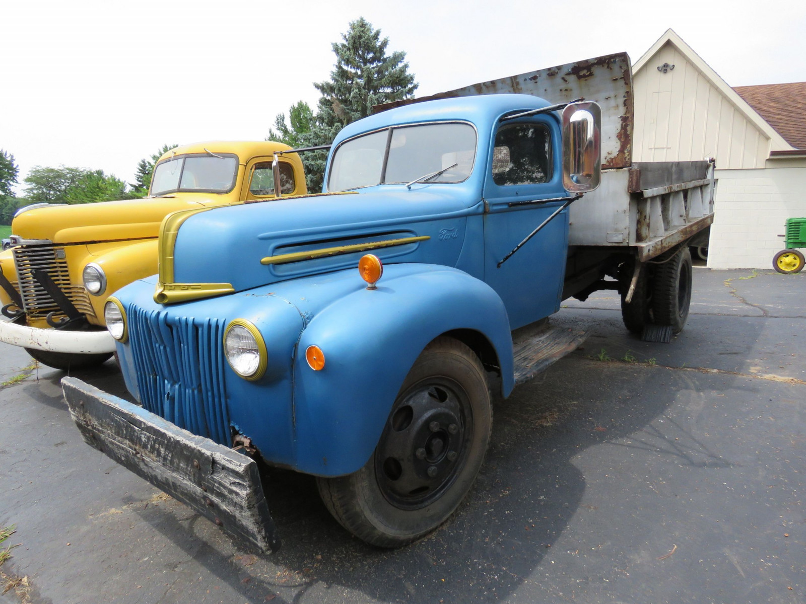 1946 Ford Dump Truck - Image 3