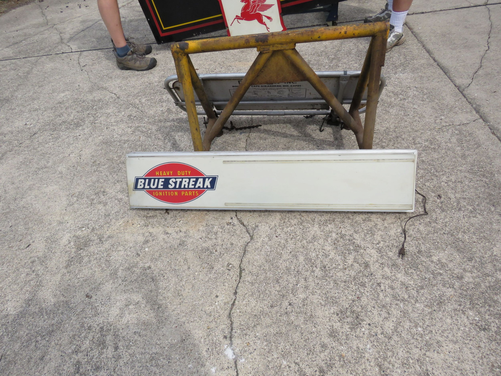 Blue Streak Advertising Light - Image 1