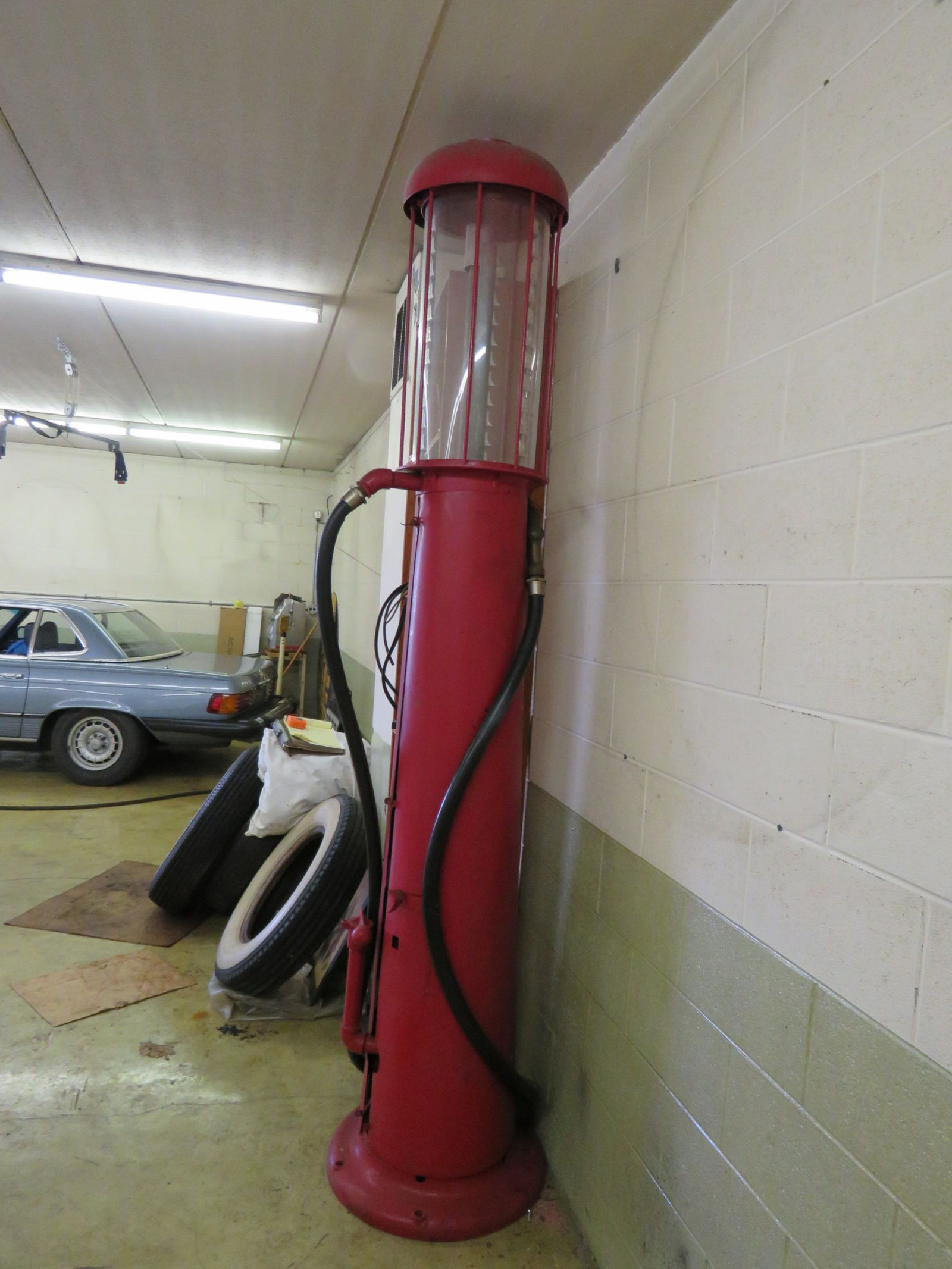 Wayne Upright Visible 10 Gallon Gas Pump - Image 3