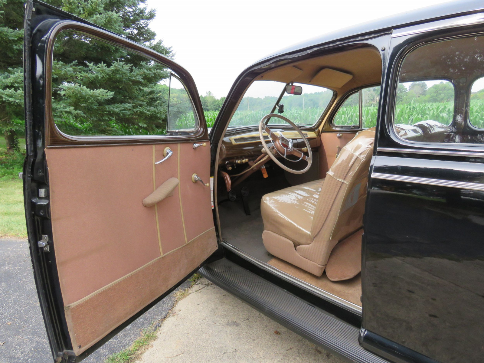 1941 Ford Super Deluxe Tudor Sedan - Image 7