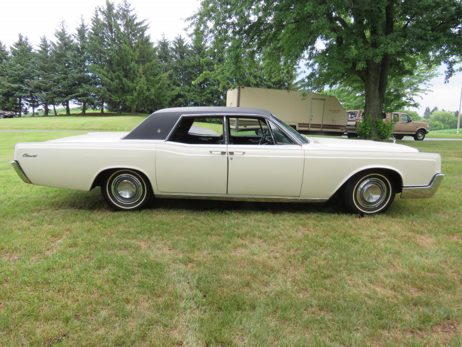 1967 Lincoln Continental 4dr HT Suicide Sedan - Image 4