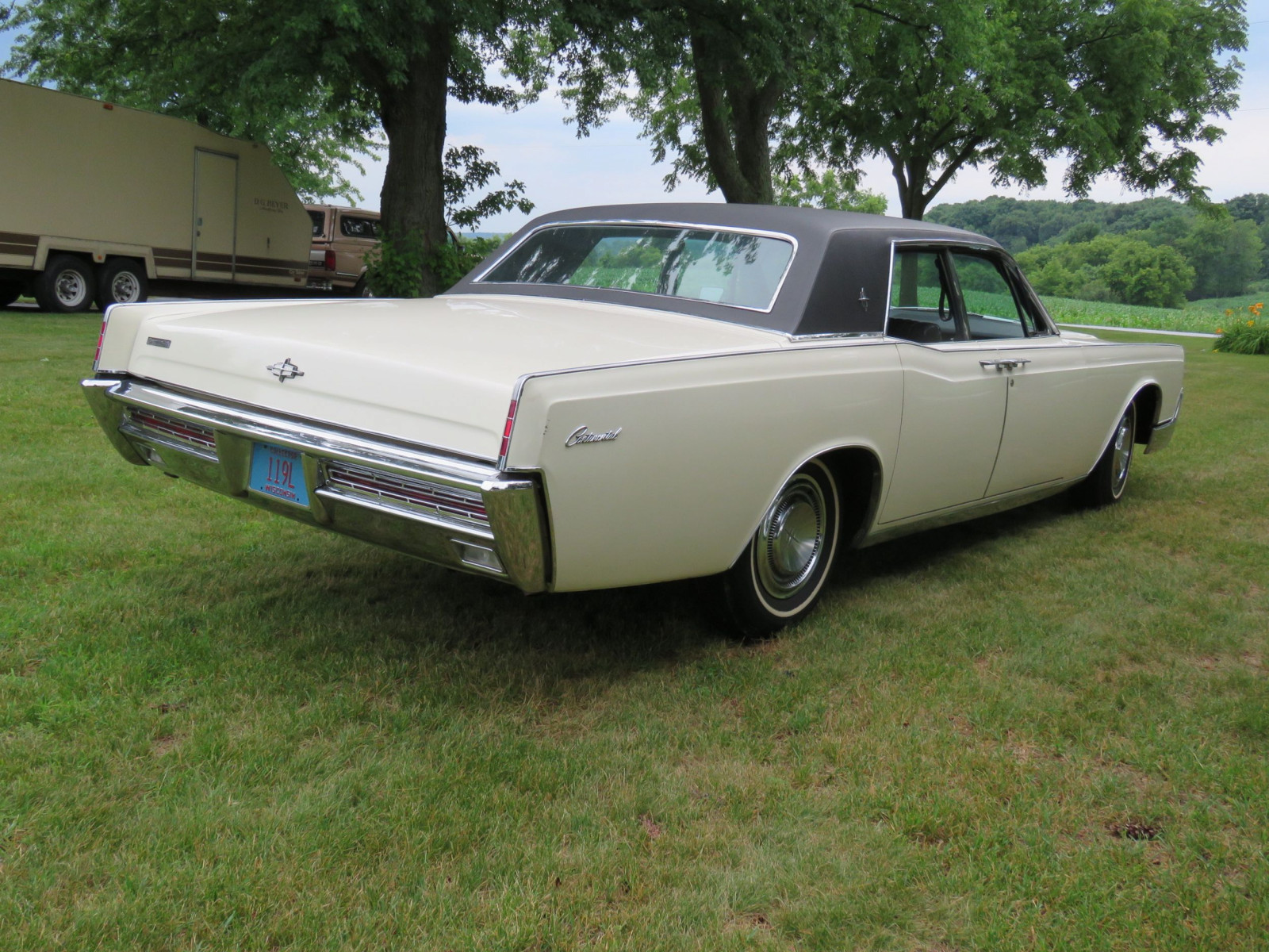 1967 Lincoln Continental 4dr HT Suicide Sedan - Image 5