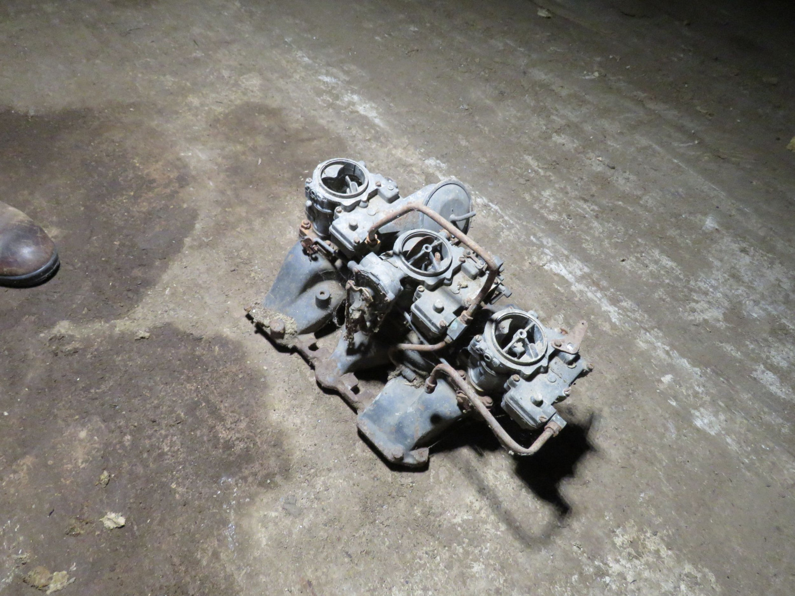 Cadillac Tri-power with no Air cleaner - Image 1