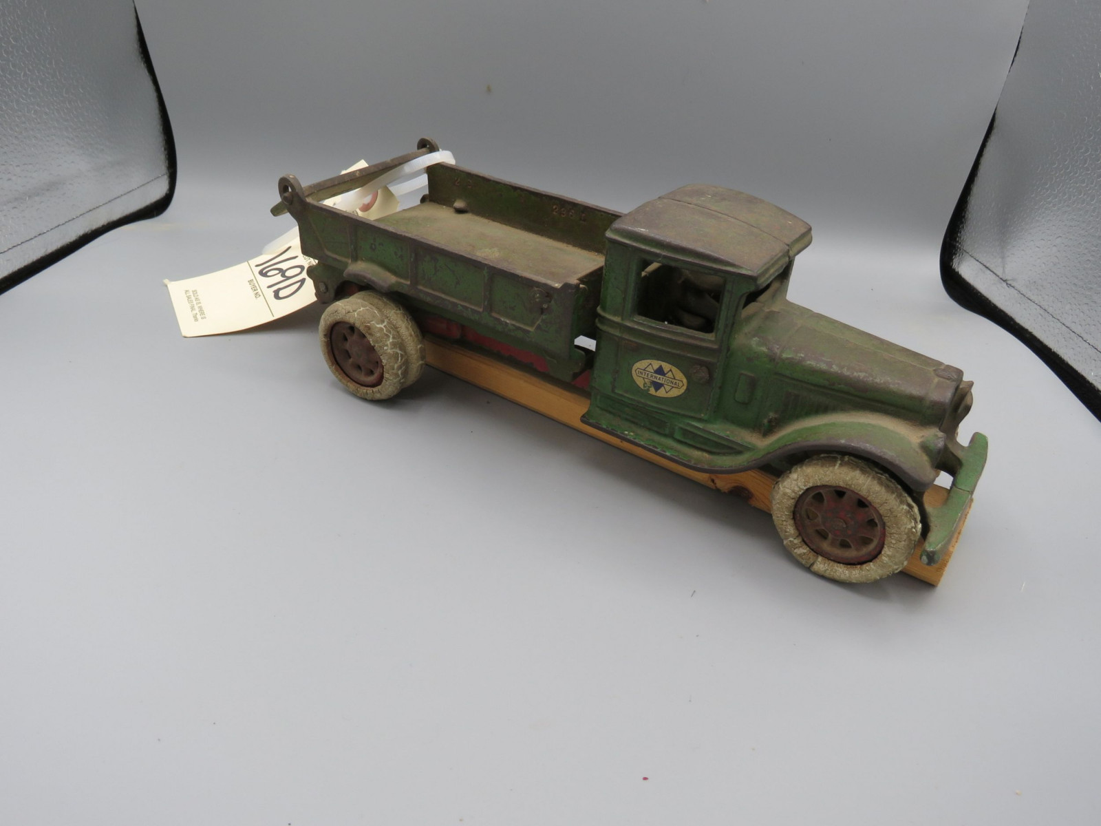 Arcade IH Truck @1931 Cast Iron Truck Approx. 10 inches - Image 1
