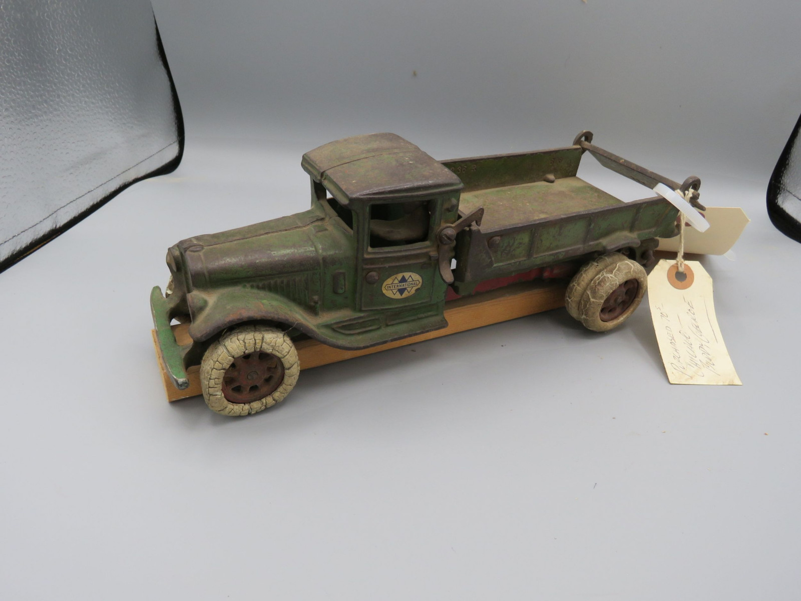 Arcade IH Truck @1931 Cast Iron Truck Approx. 10 inches - Image 2