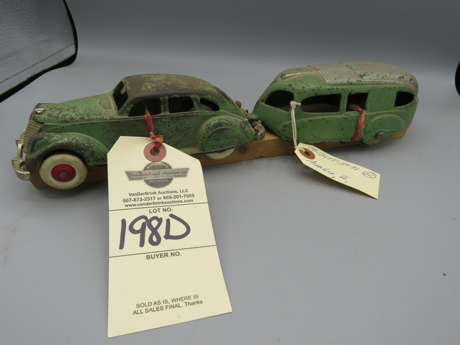 Hubley Cast Iron Car with Camper @1935 Approx. 14 inches - Image 1