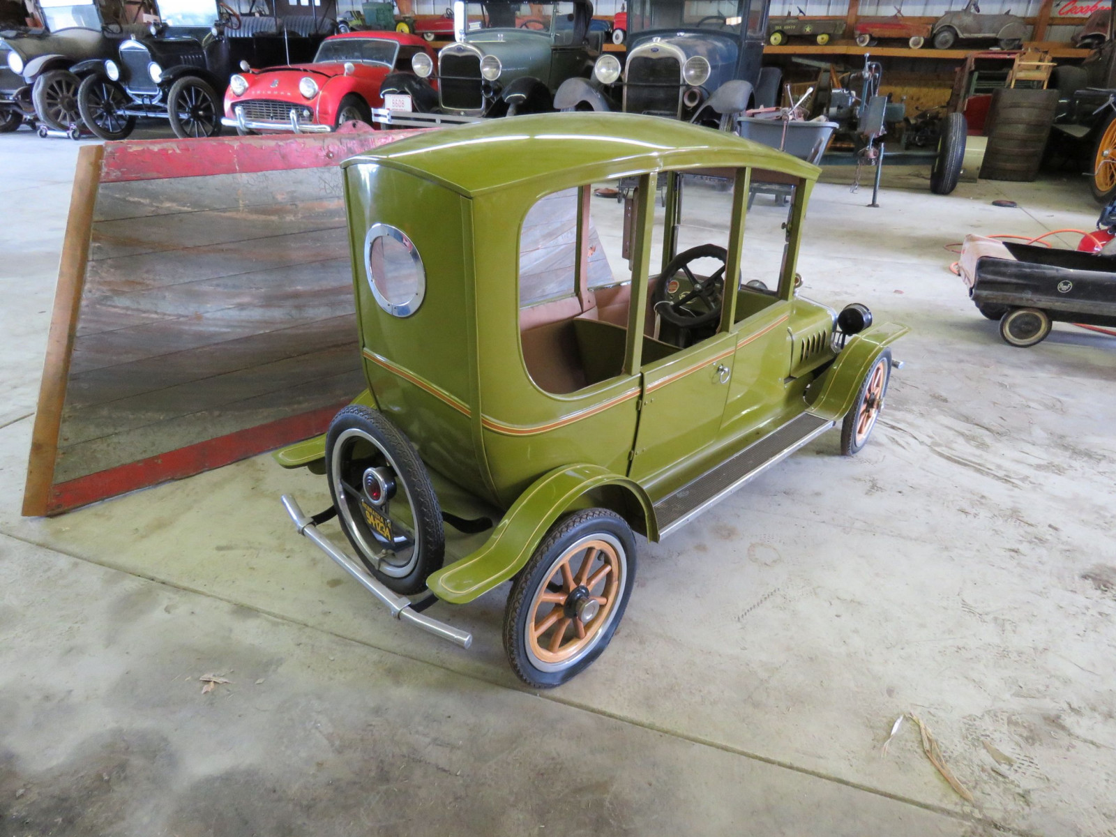 Ford Model T Center-Door Pedal Car - Image 6
