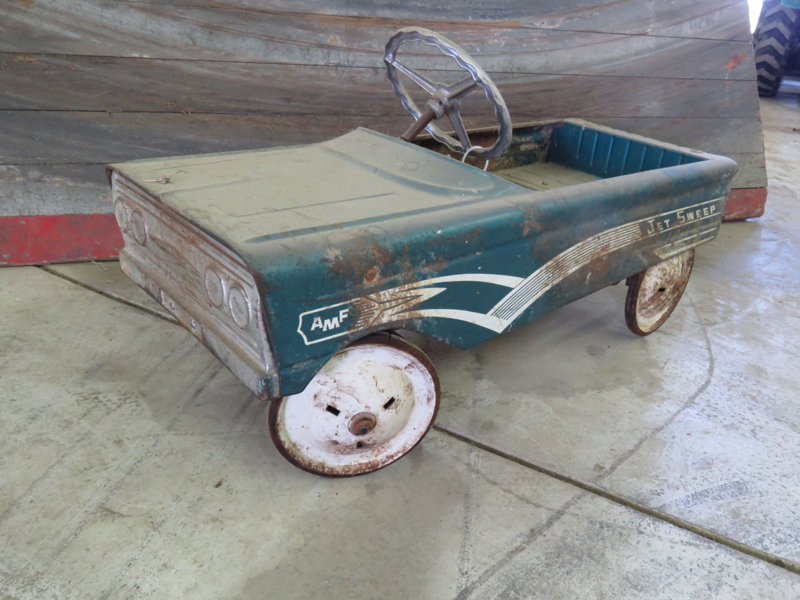 AMF Jet Sweep Vintage Pedal Car - Image 1