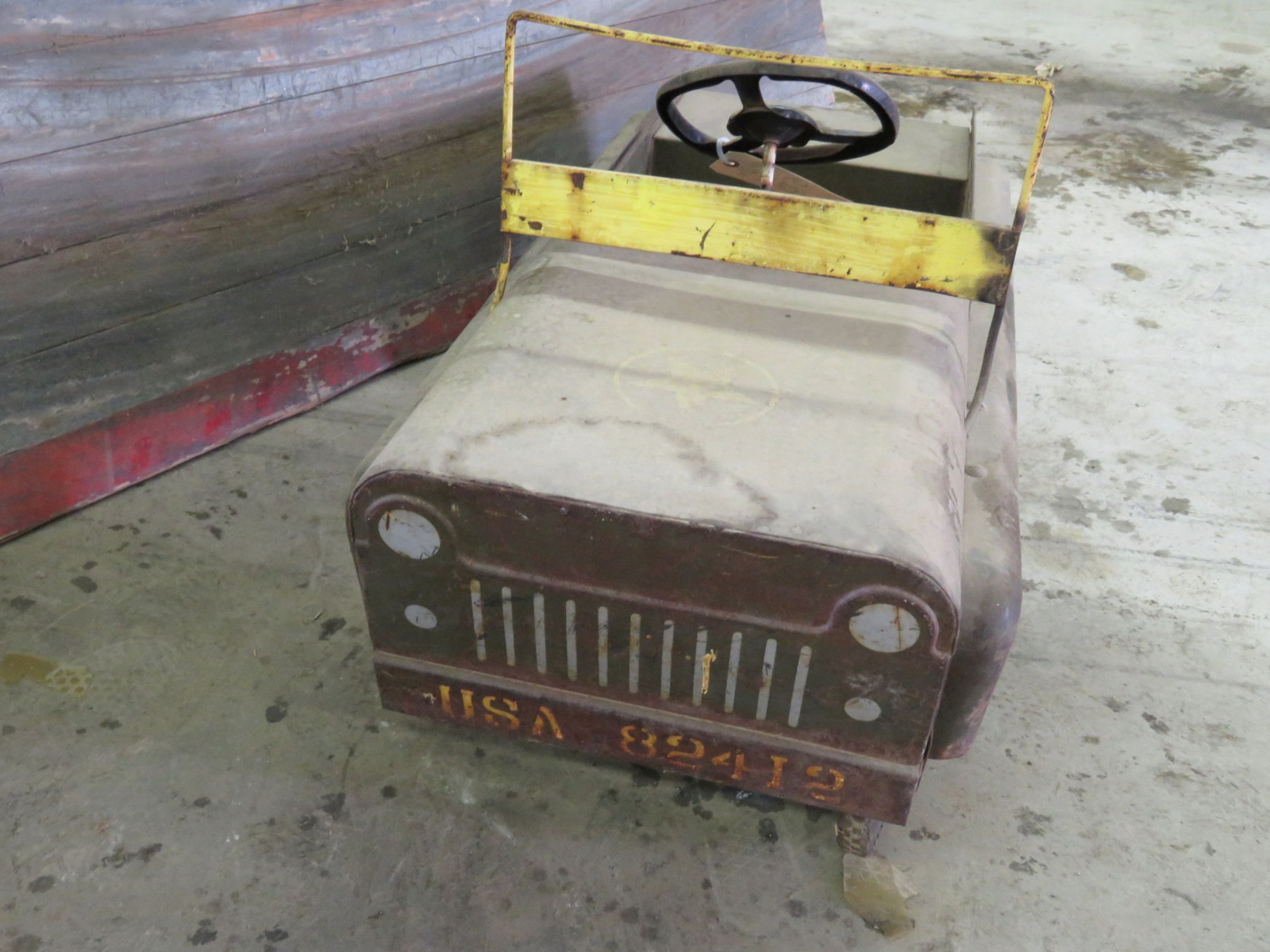 Vintage Garton Military Jeep Pedal Car for restore - Image 2