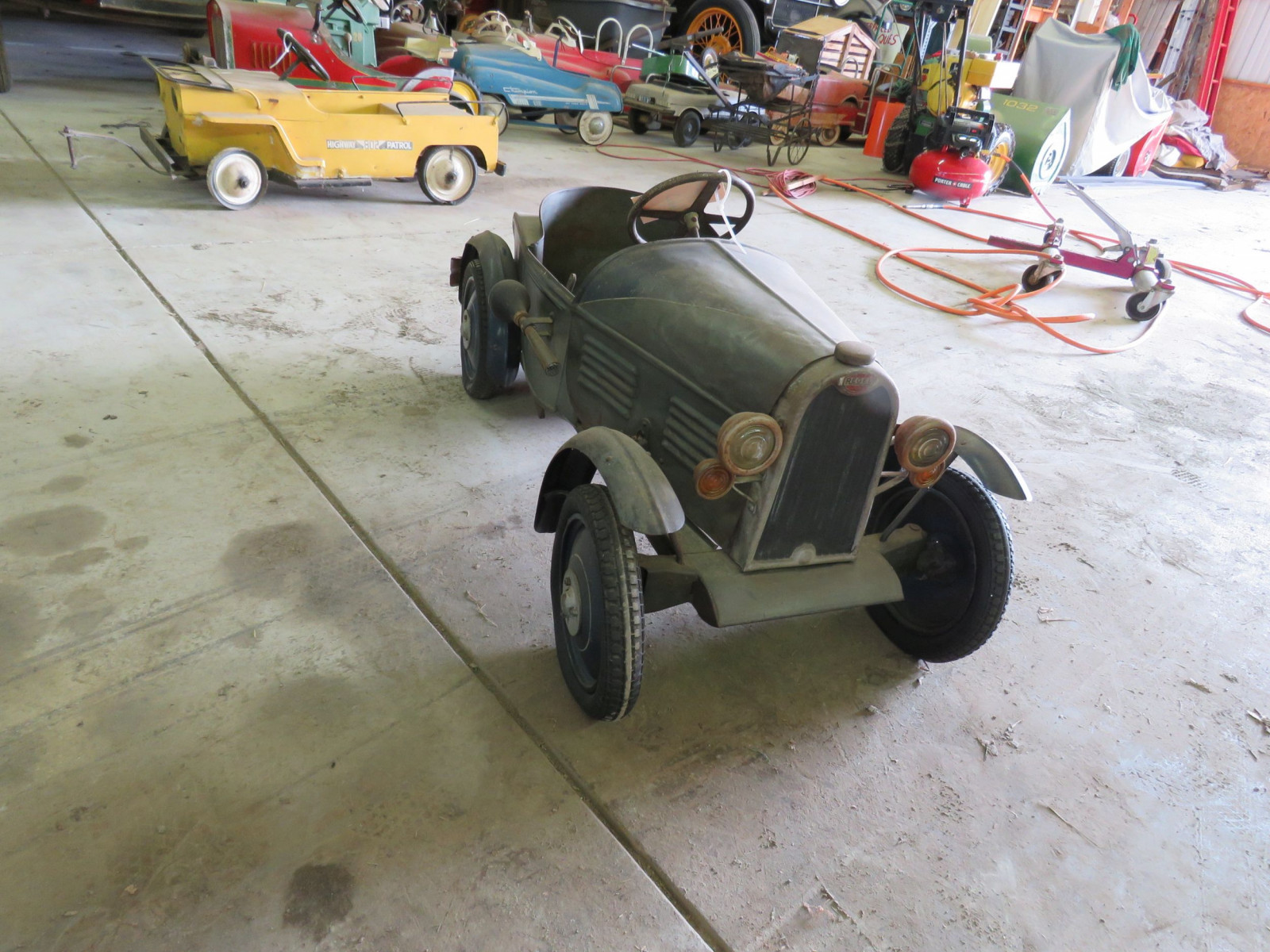 Vintage Regal Cycles Roadster Pedal Car - Image 3