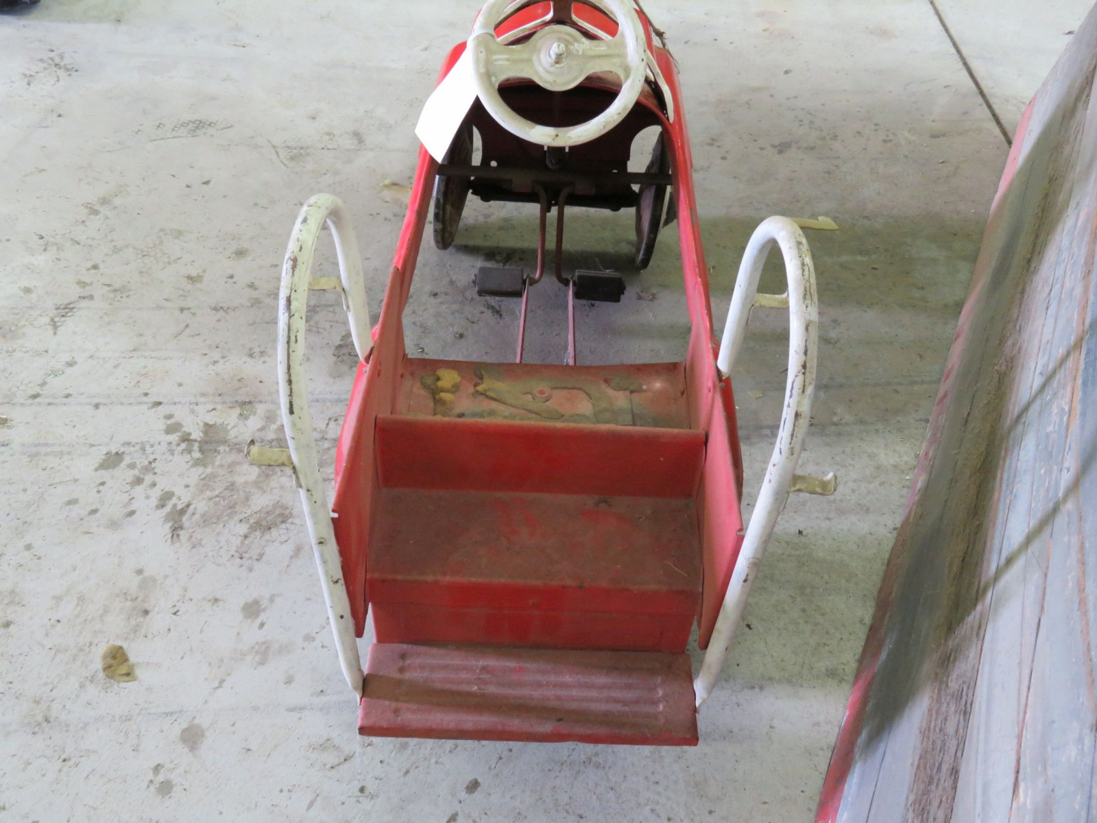 Vintage Murray Fire Chief pedal Car for Restore - Image 4