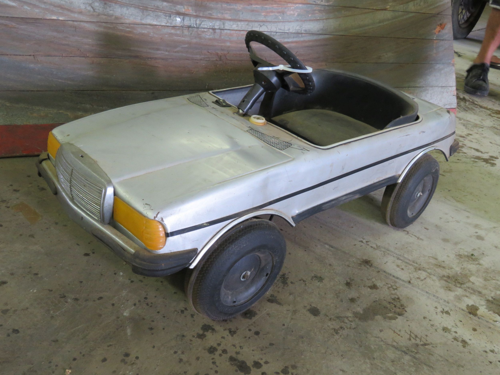 1987 Mercedes Pedal Car - Image 1