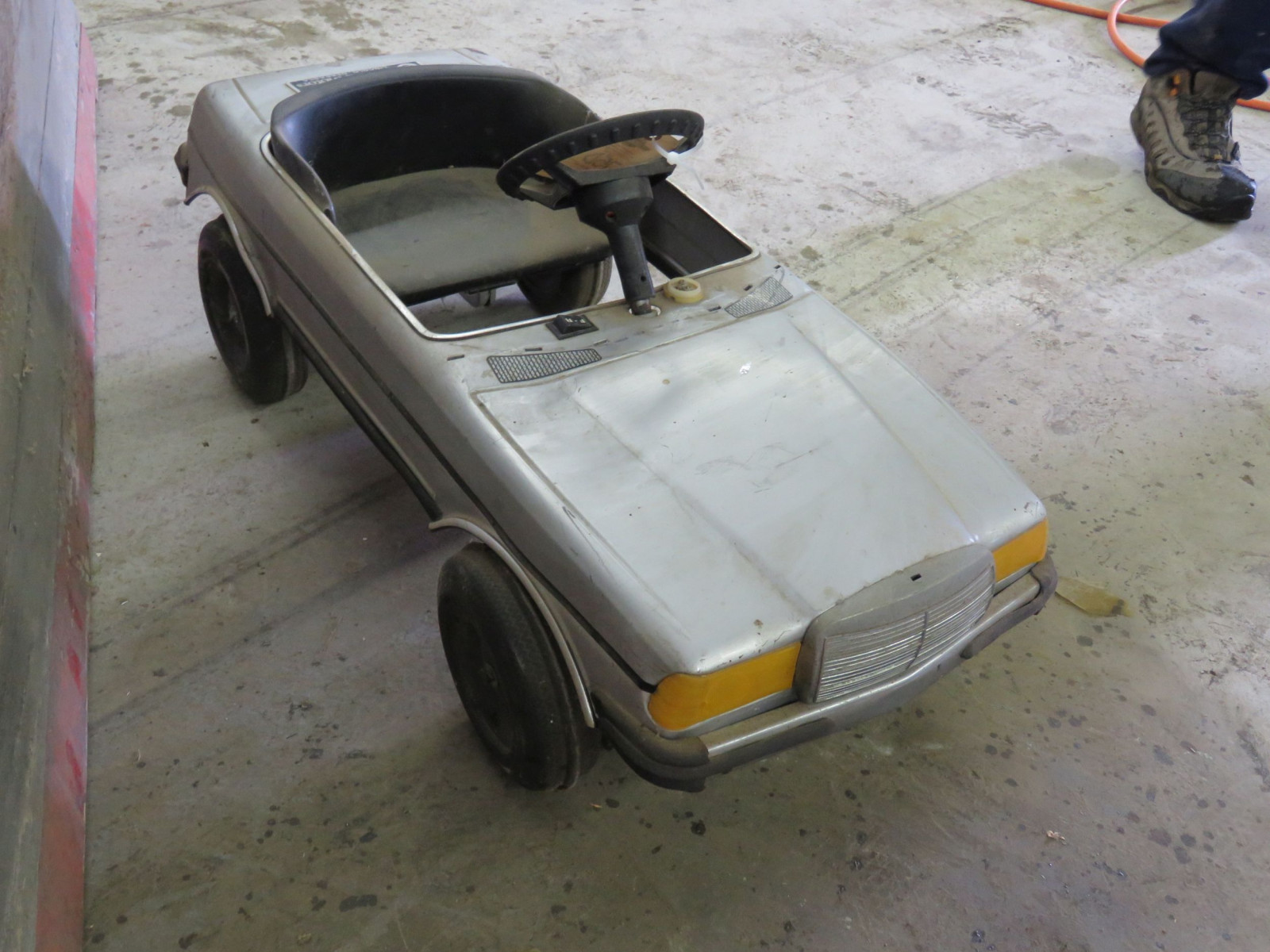 1987 Mercedes Pedal Car - Image 2
