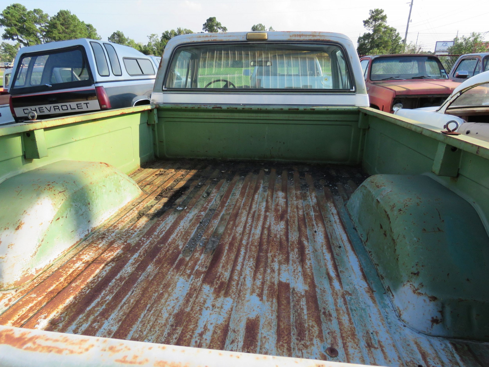 1976 GMC High Sierra 1/2 ton Pickup - Image 3
