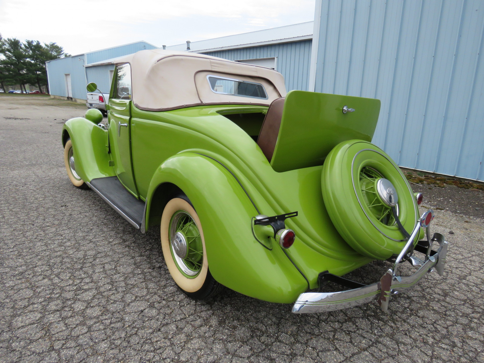 1935 Ford Cabriolet - Image 10
