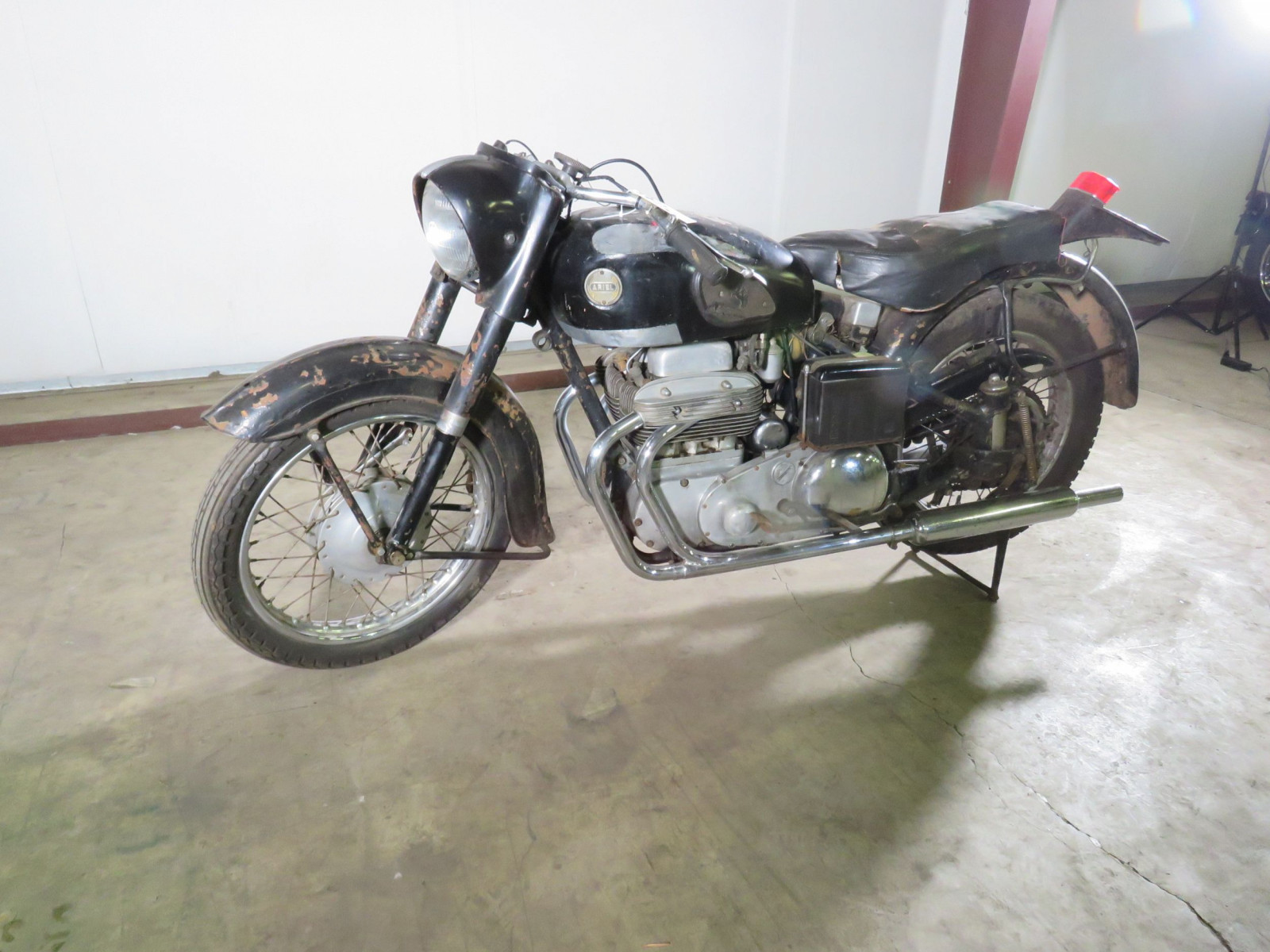 1957 Ariel Square Four Motorcycle - Image 13