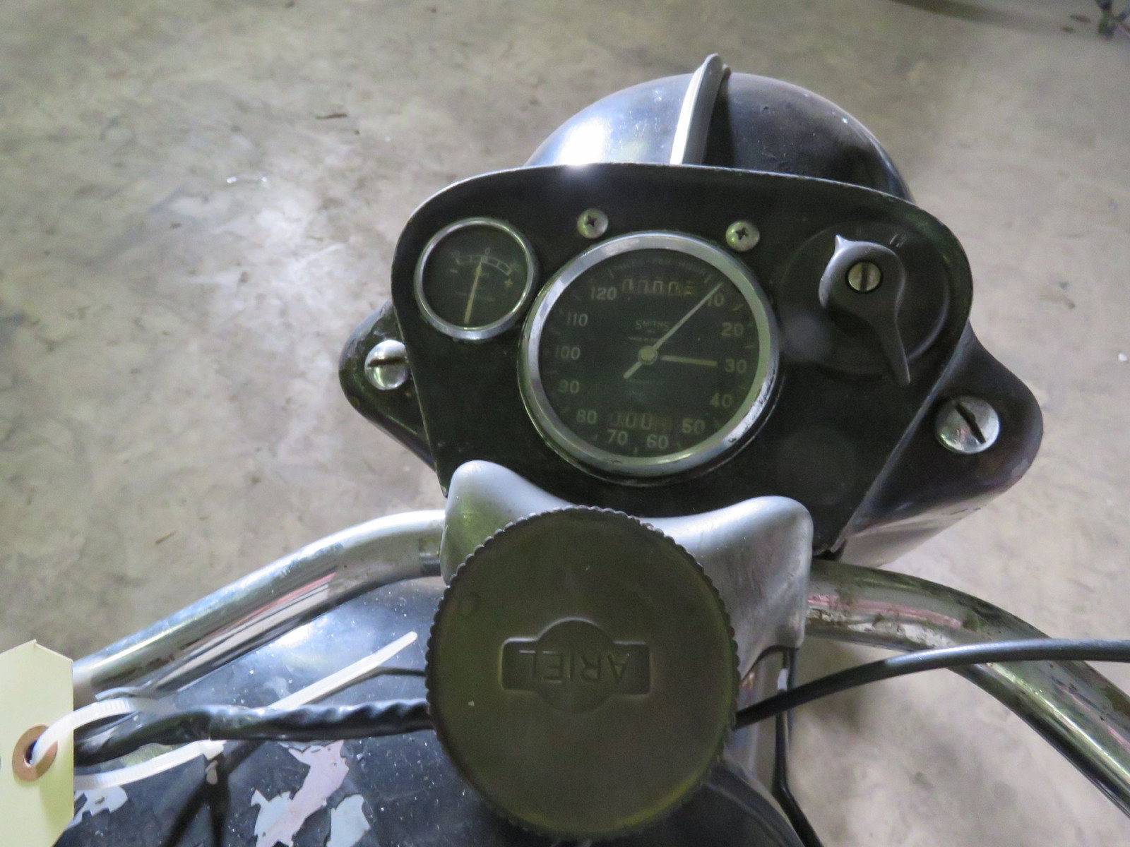 1957 Ariel Square Four Motorcycle - Image 3