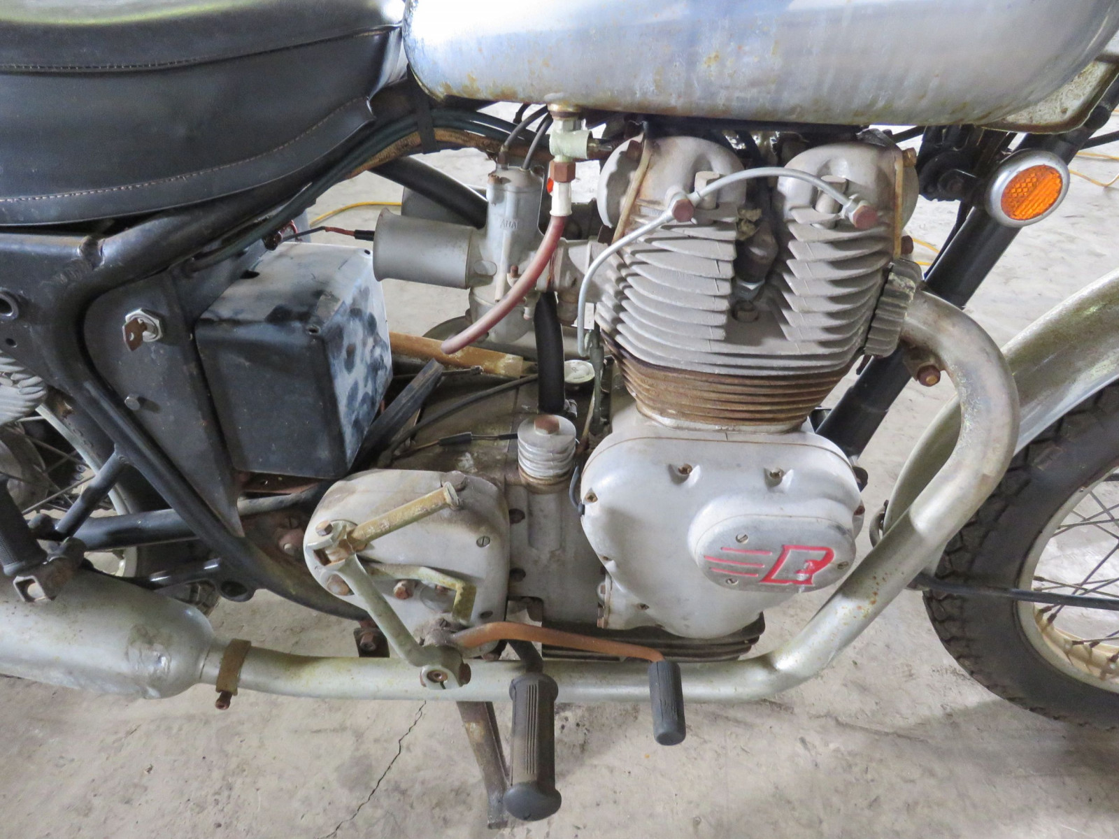 1969 Royal Enfield Series 2 Interceptor Motorcycle - Image 7