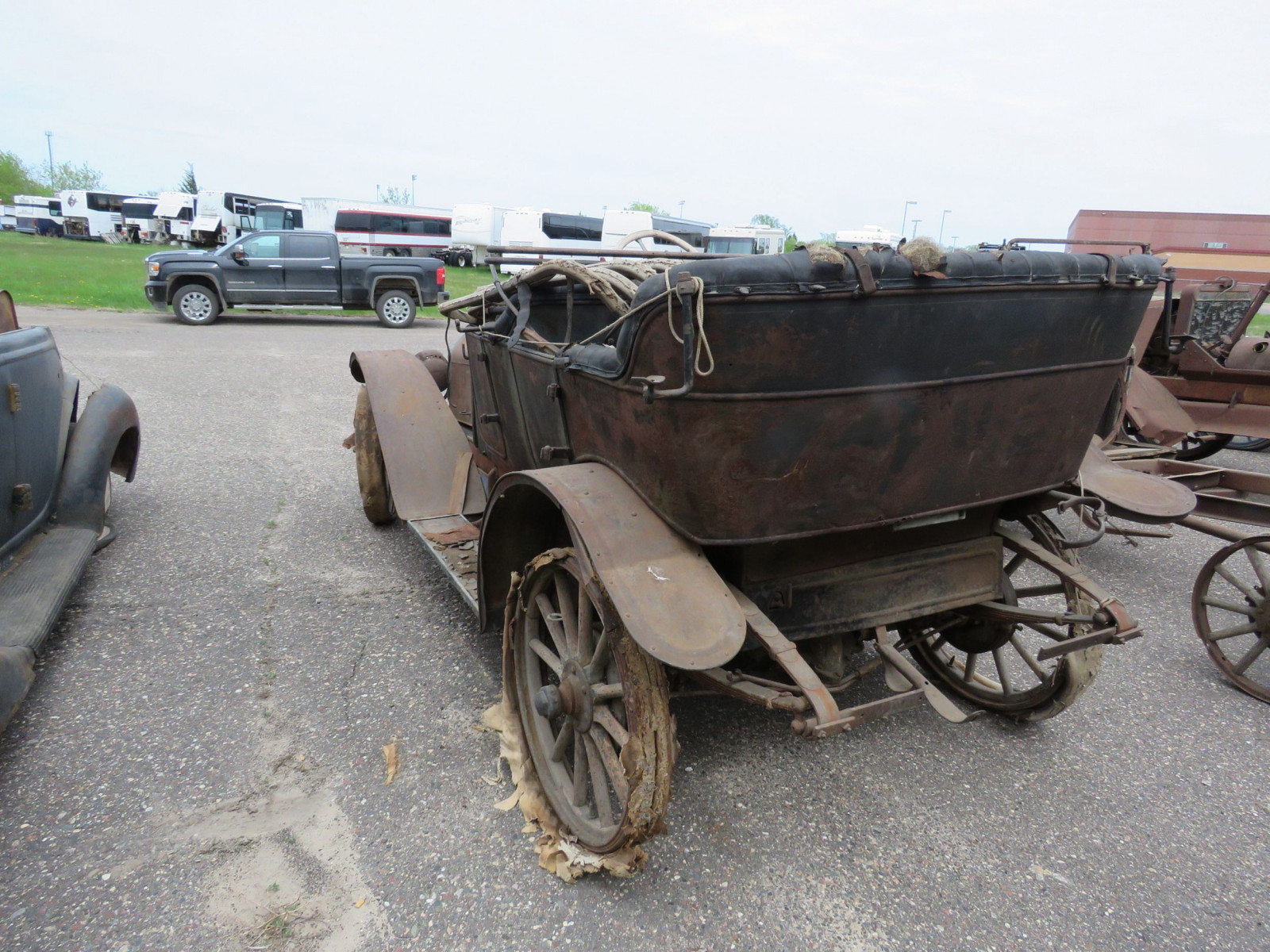 Overland Roadster for Project or Parts - Image 6