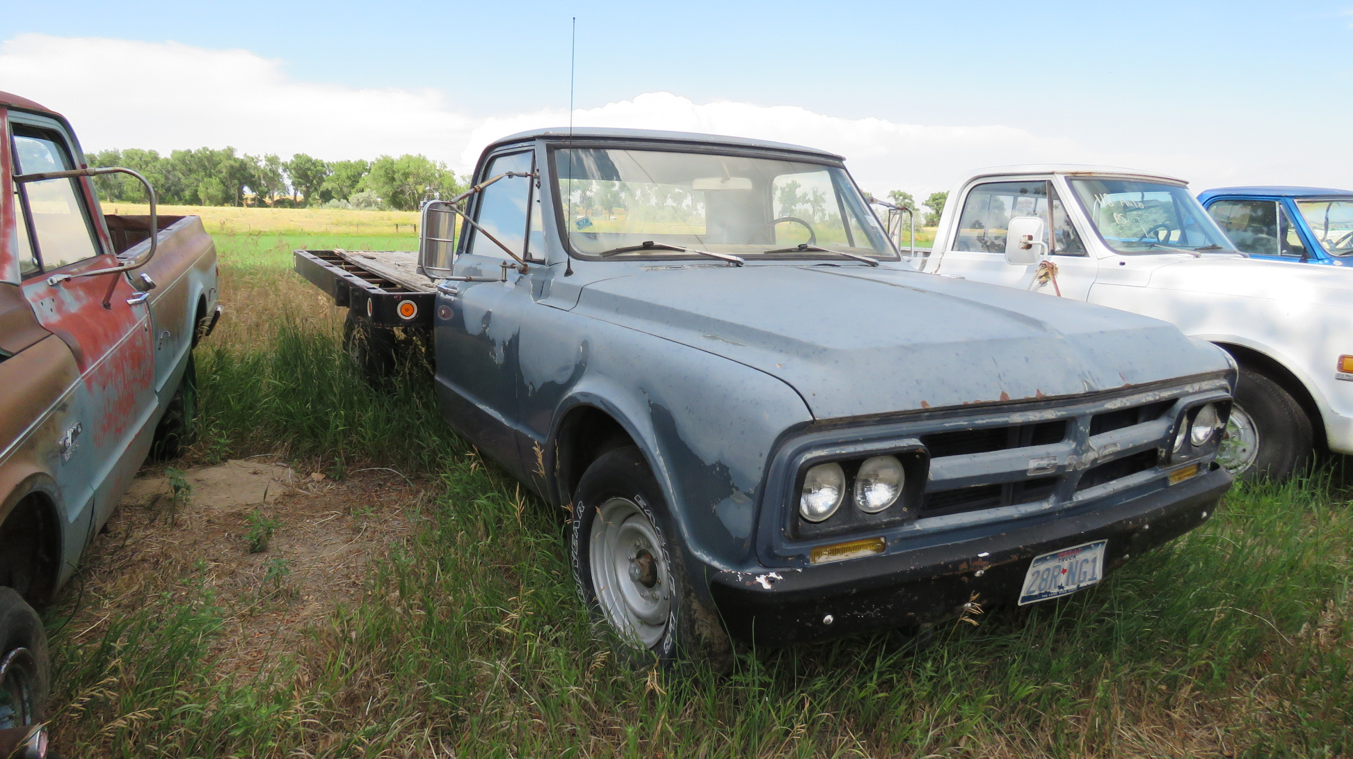 1968 GMC flatbed pickup - Image 2