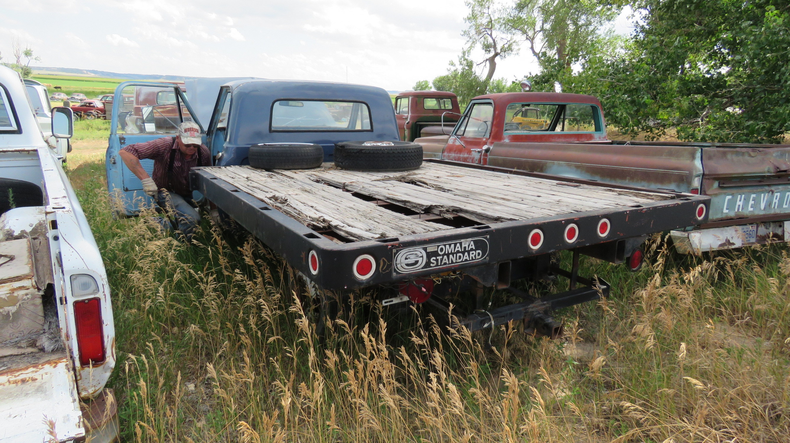 1968 GMC flatbed pickup - Image 3