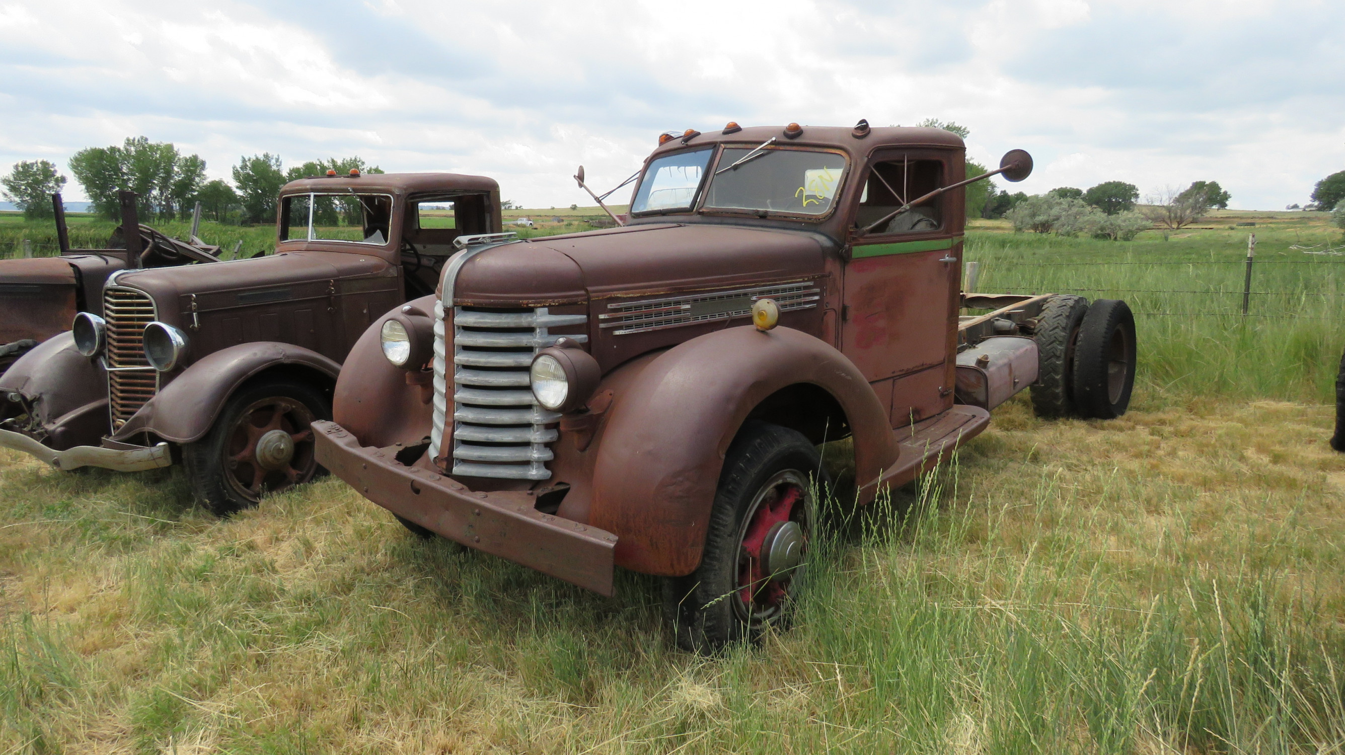 1939 DIAMOND T TRUCK FOR ROD OR RESTORE - Image 1