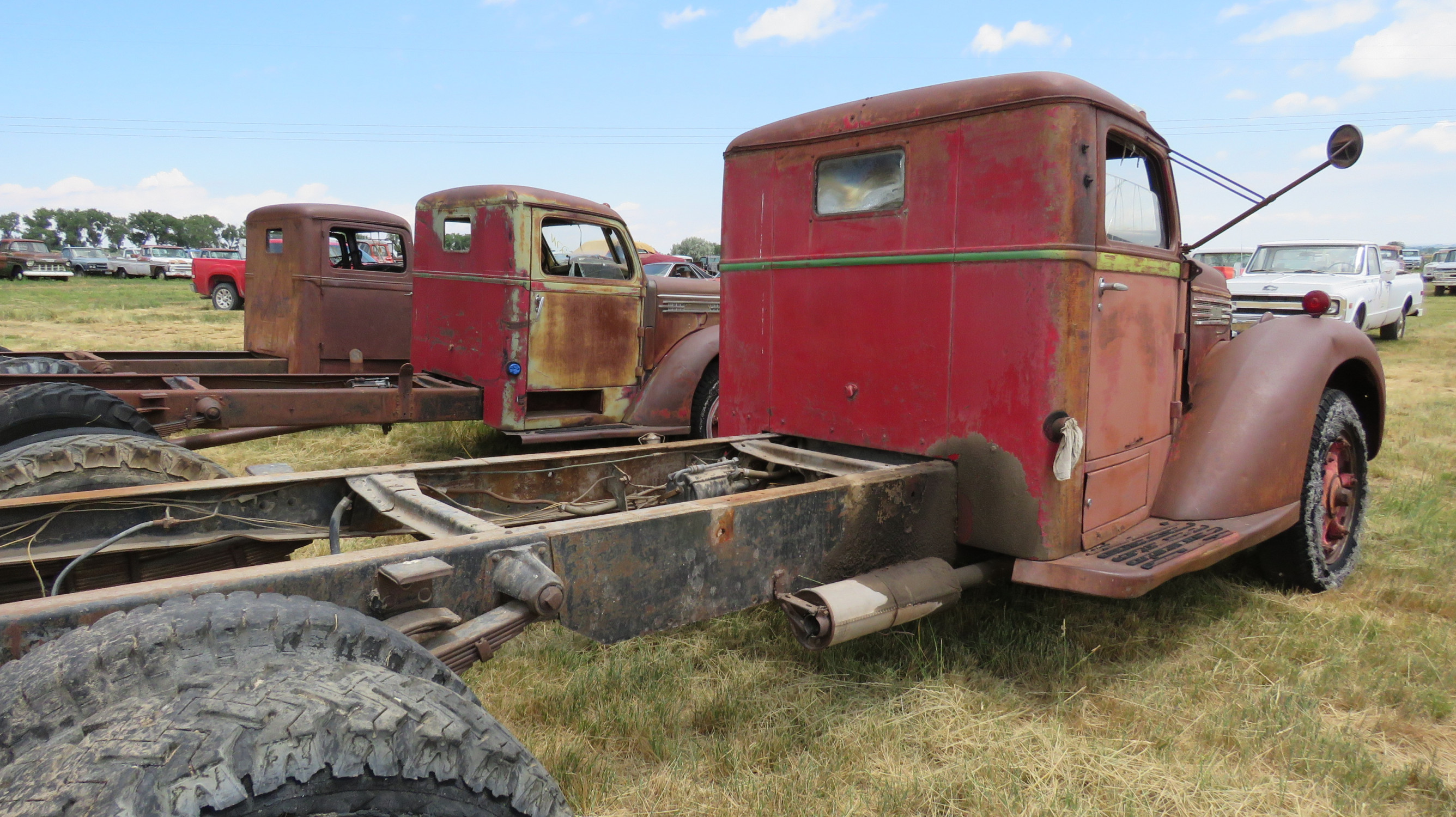 1939 DIAMOND T TRUCK FOR ROD OR RESTORE - Image 3