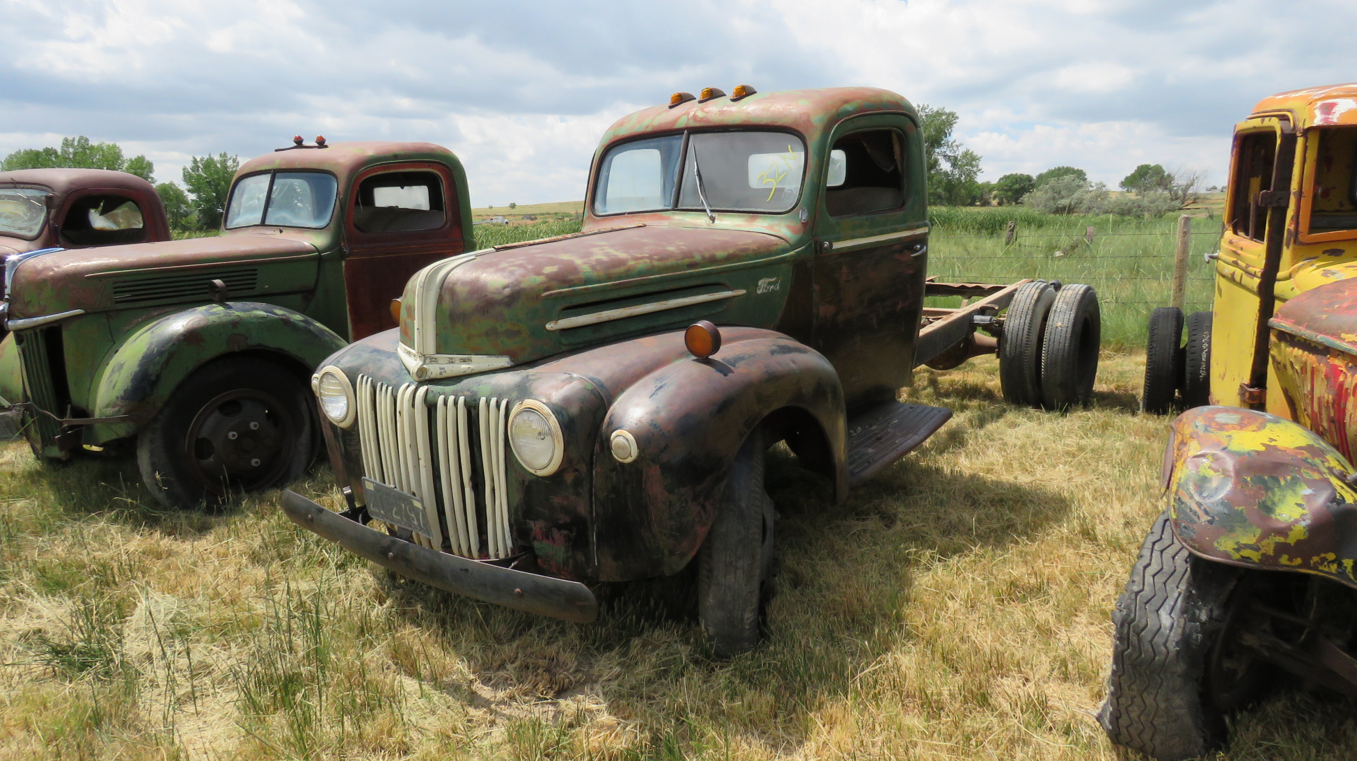 1941/2 FORD TRUCK FOR ROD OR RESTORE - Image 1